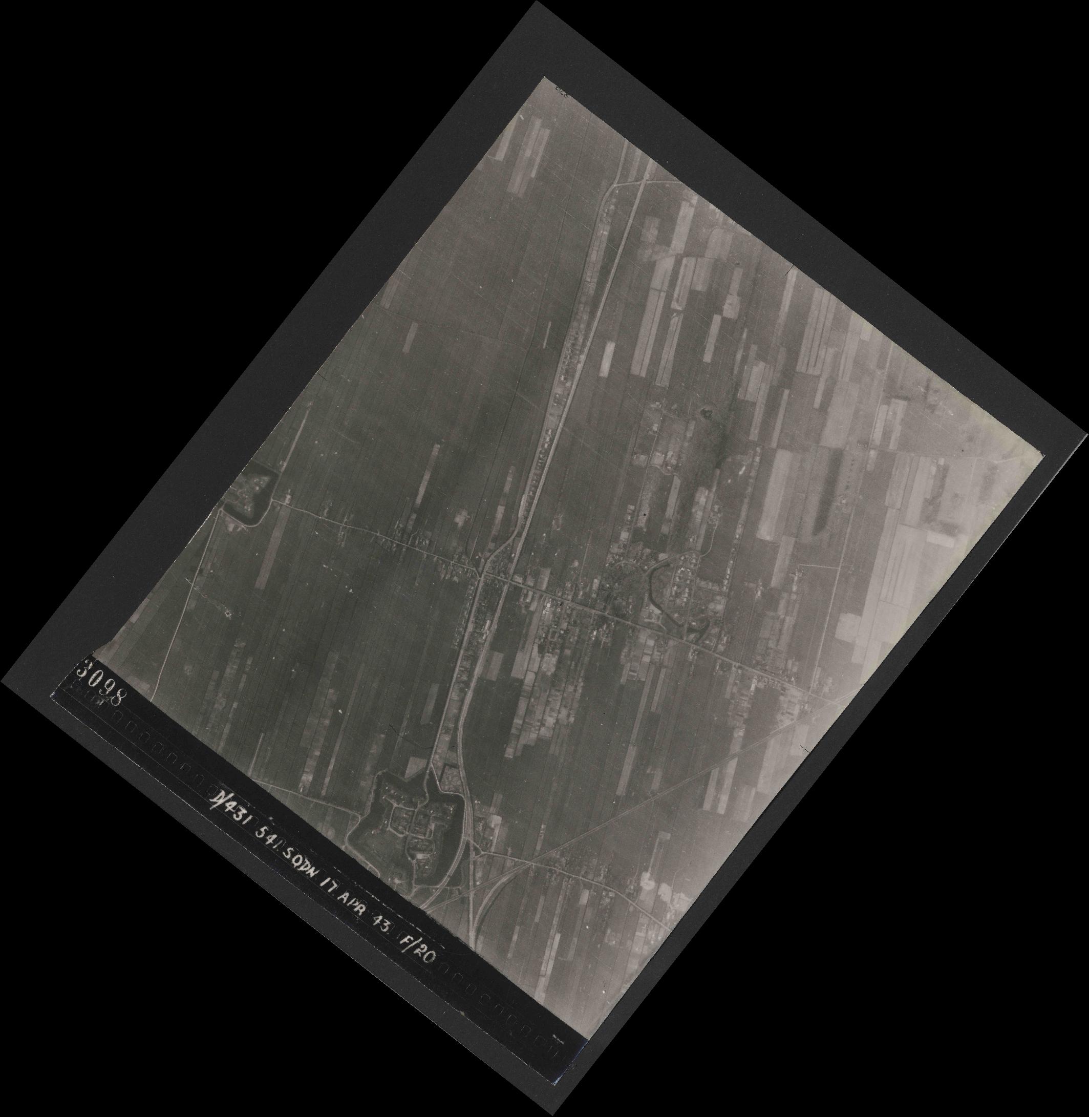 Collection RAF aerial photos 1940-1945 - flight 329, run 02, photo 3098