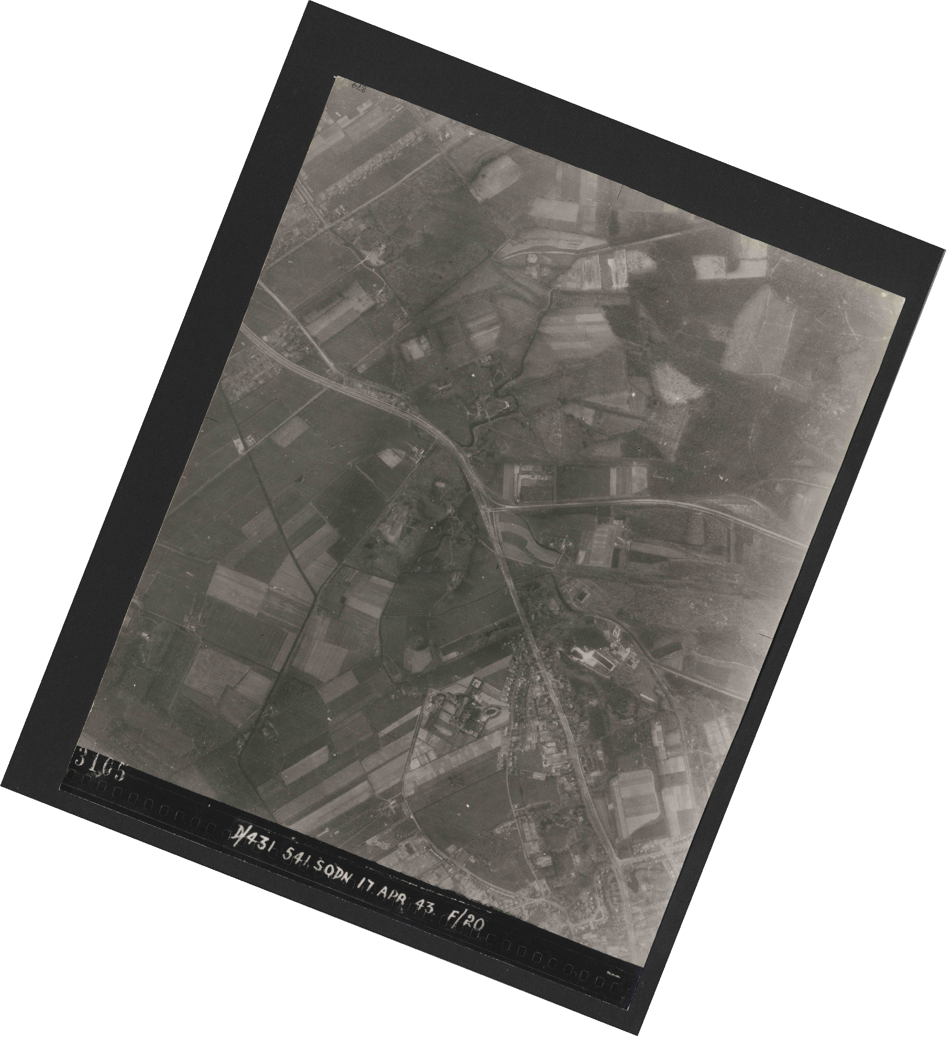 Collection RAF aerial photos 1940-1945 - flight 329, run 02, photo 3105