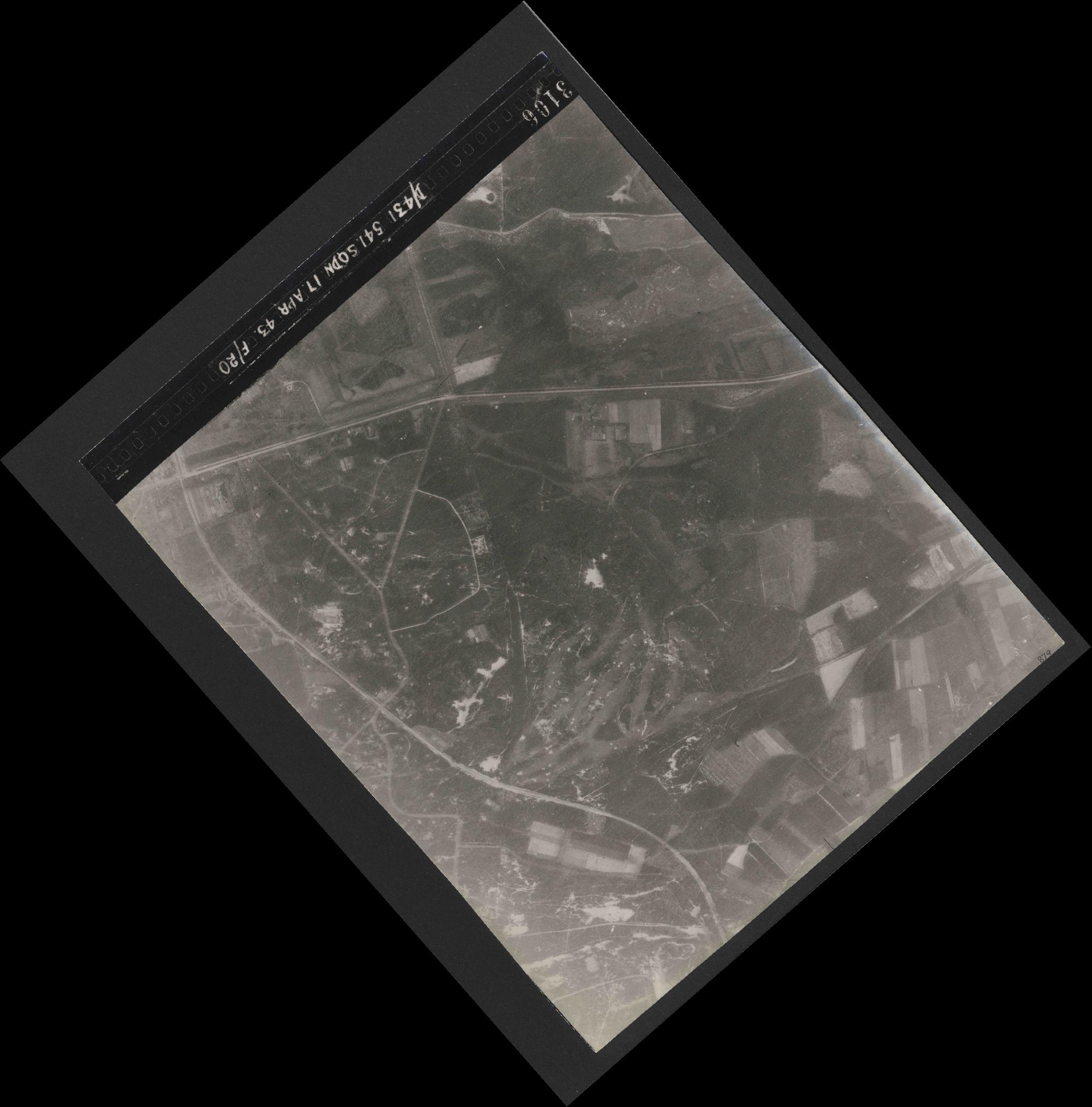 Collection RAF aerial photos 1940-1945 - flight 329, run 03, photo 3106