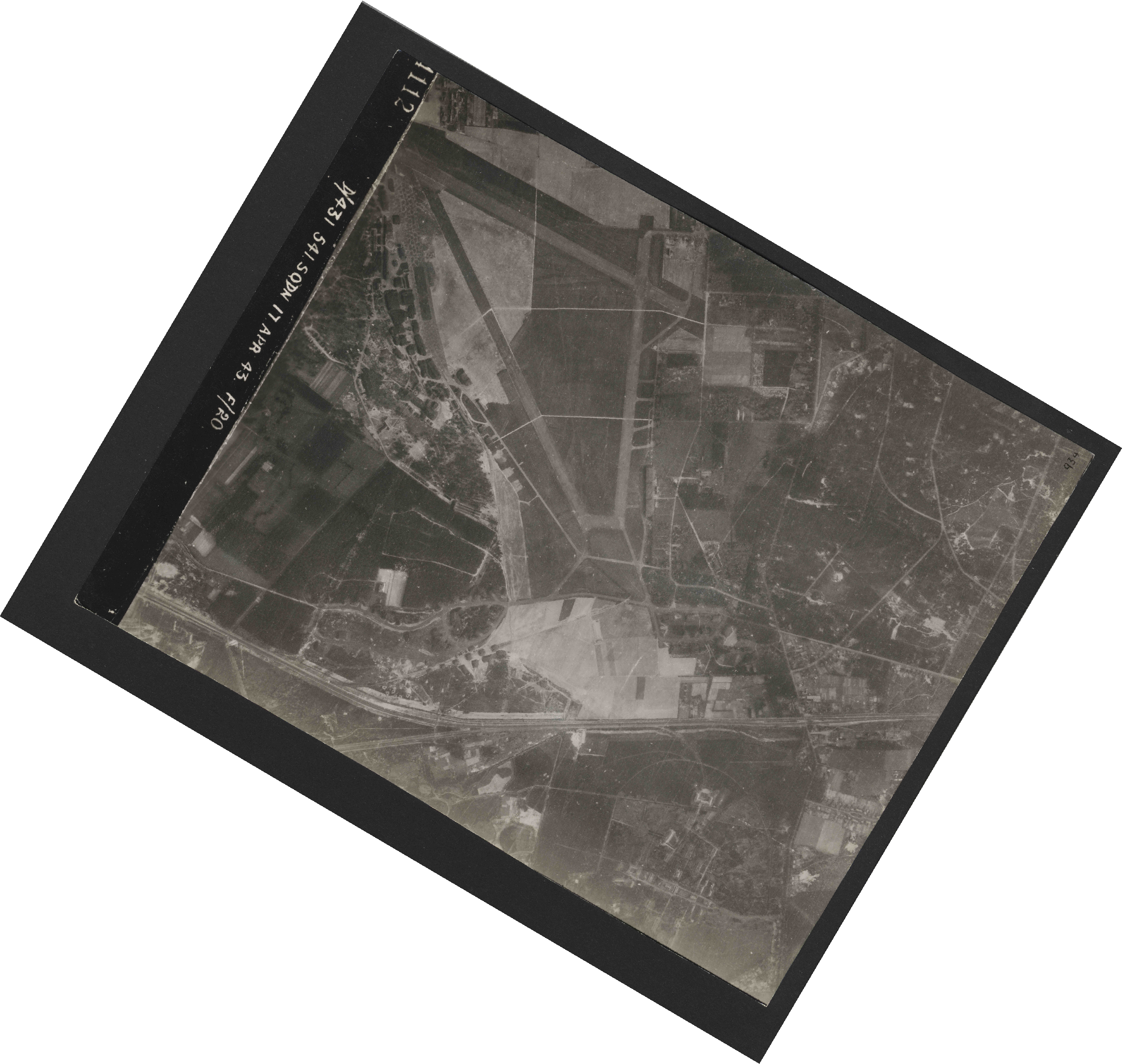 Collection RAF aerial photos 1940-1945 - flight 329, run 06, photo 4112