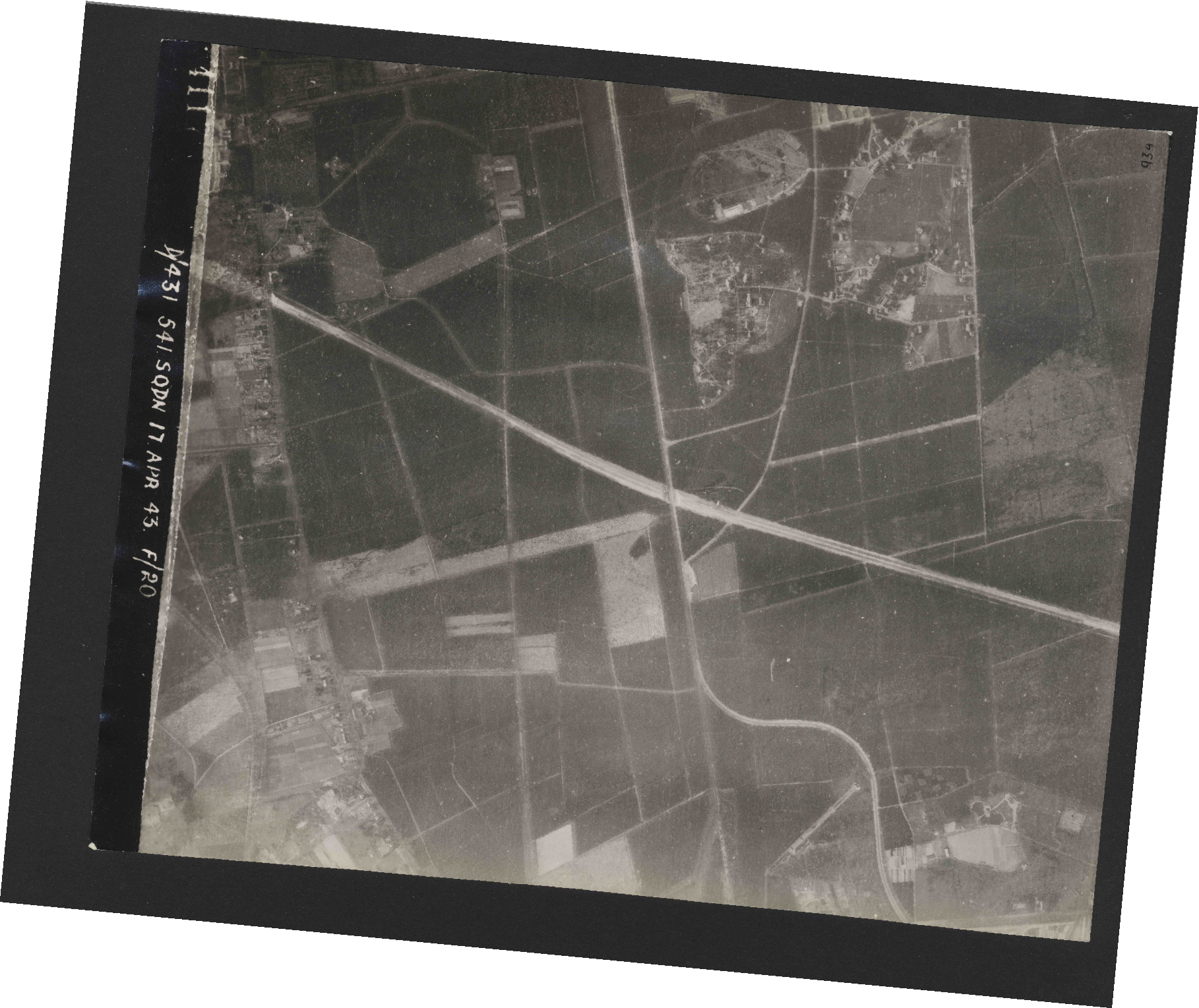 Collection RAF aerial photos 1940-1945 - flight 329, run 08, photo 4117