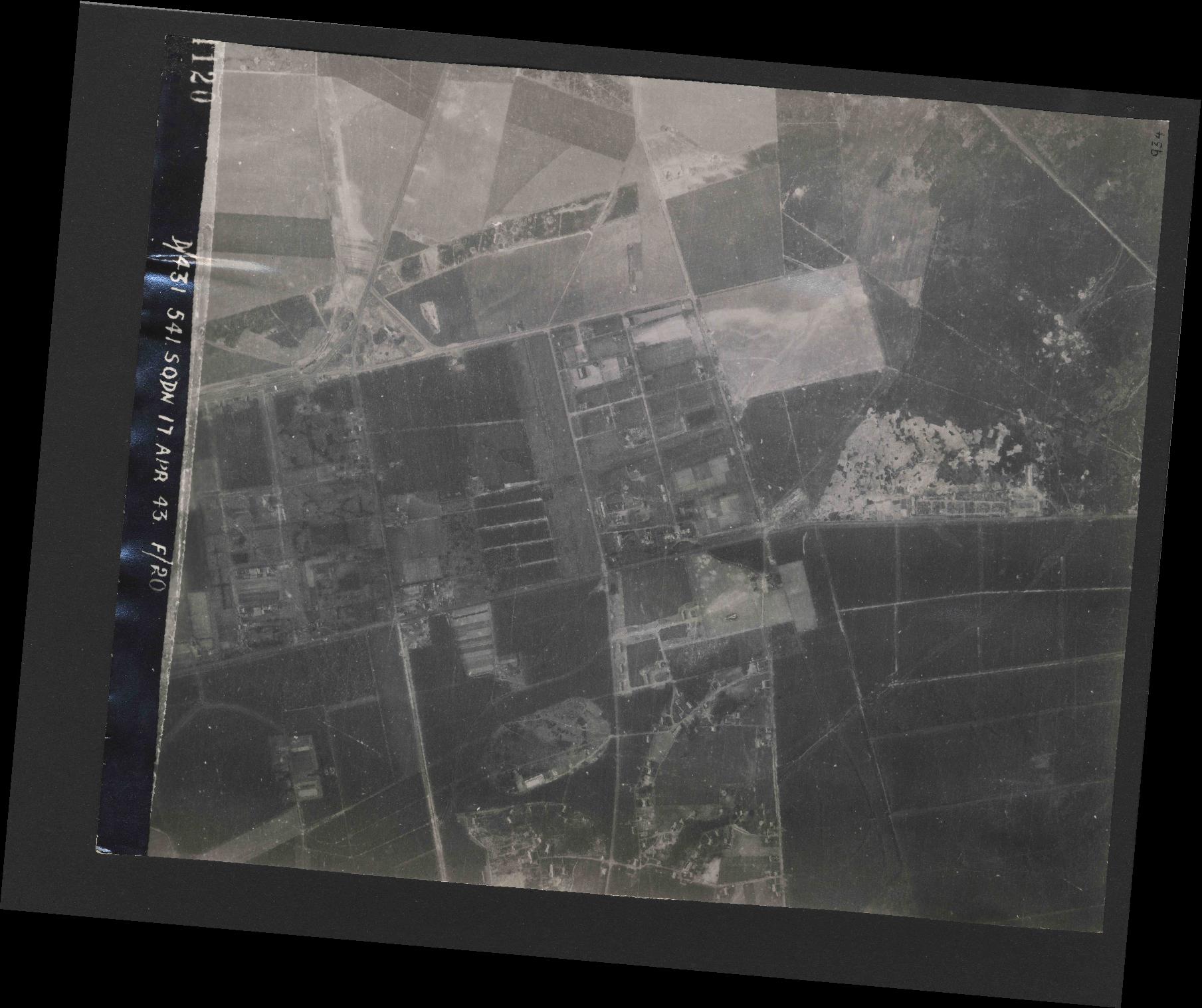 Collection RAF aerial photos 1940-1945 - flight 329, run 08, photo 4120