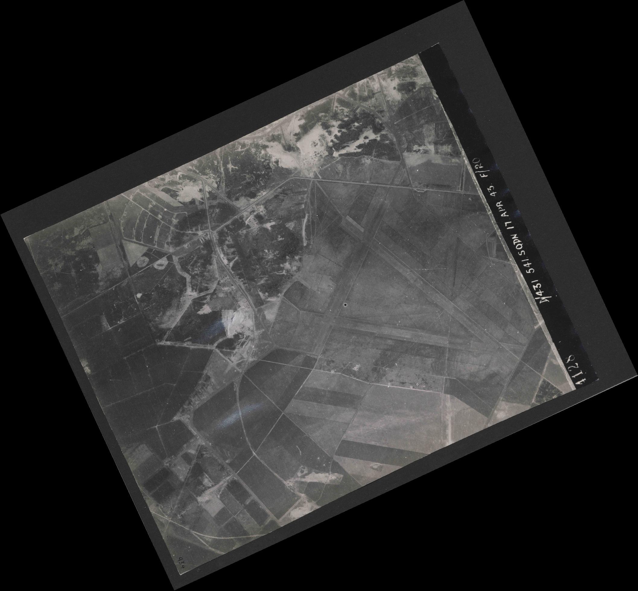 Collection RAF aerial photos 1940-1945 - flight 329, run 10, photo 4128