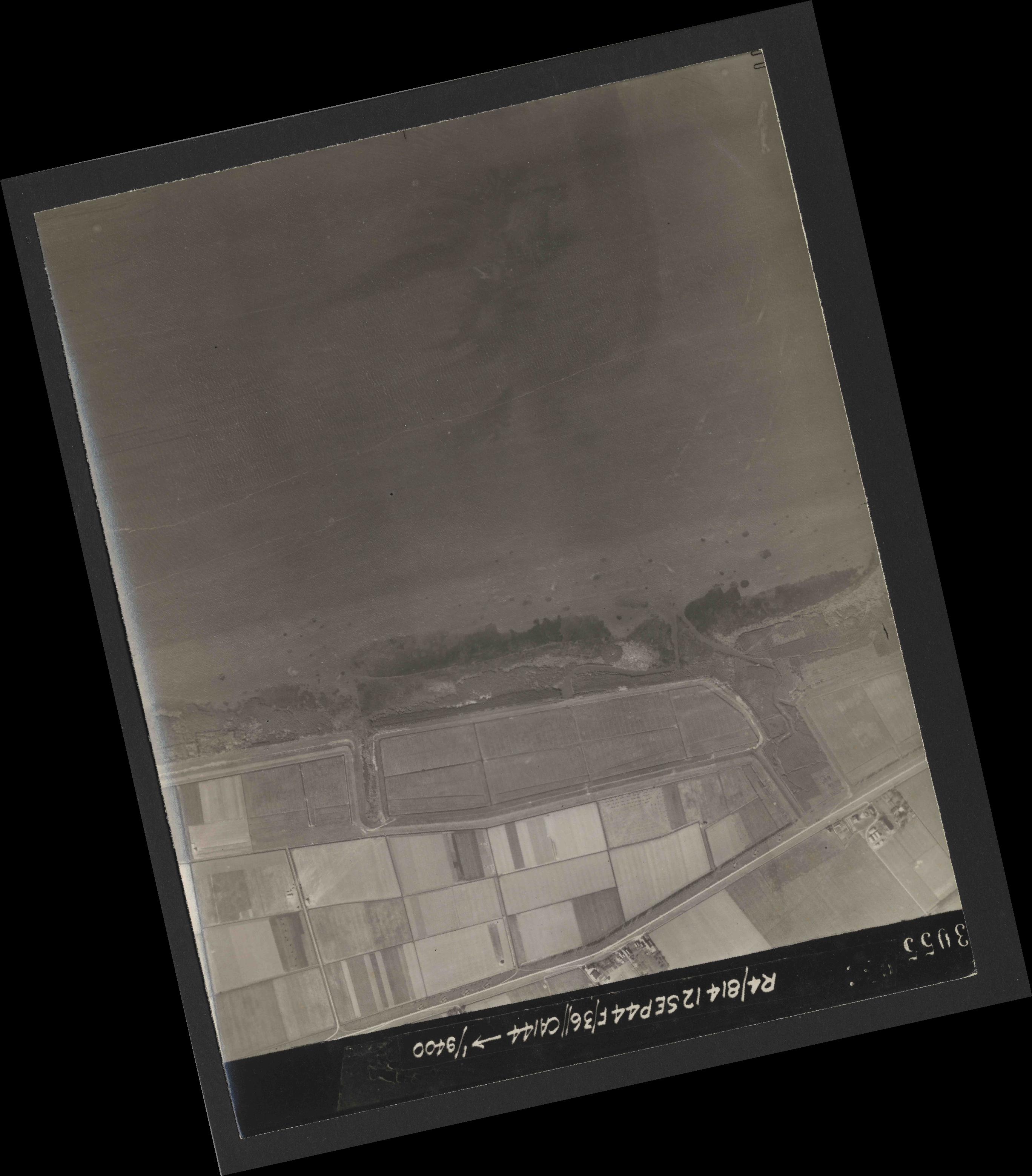 Collection RAF aerial photos 1940-1945 - flight 333, run 01, photo 3055