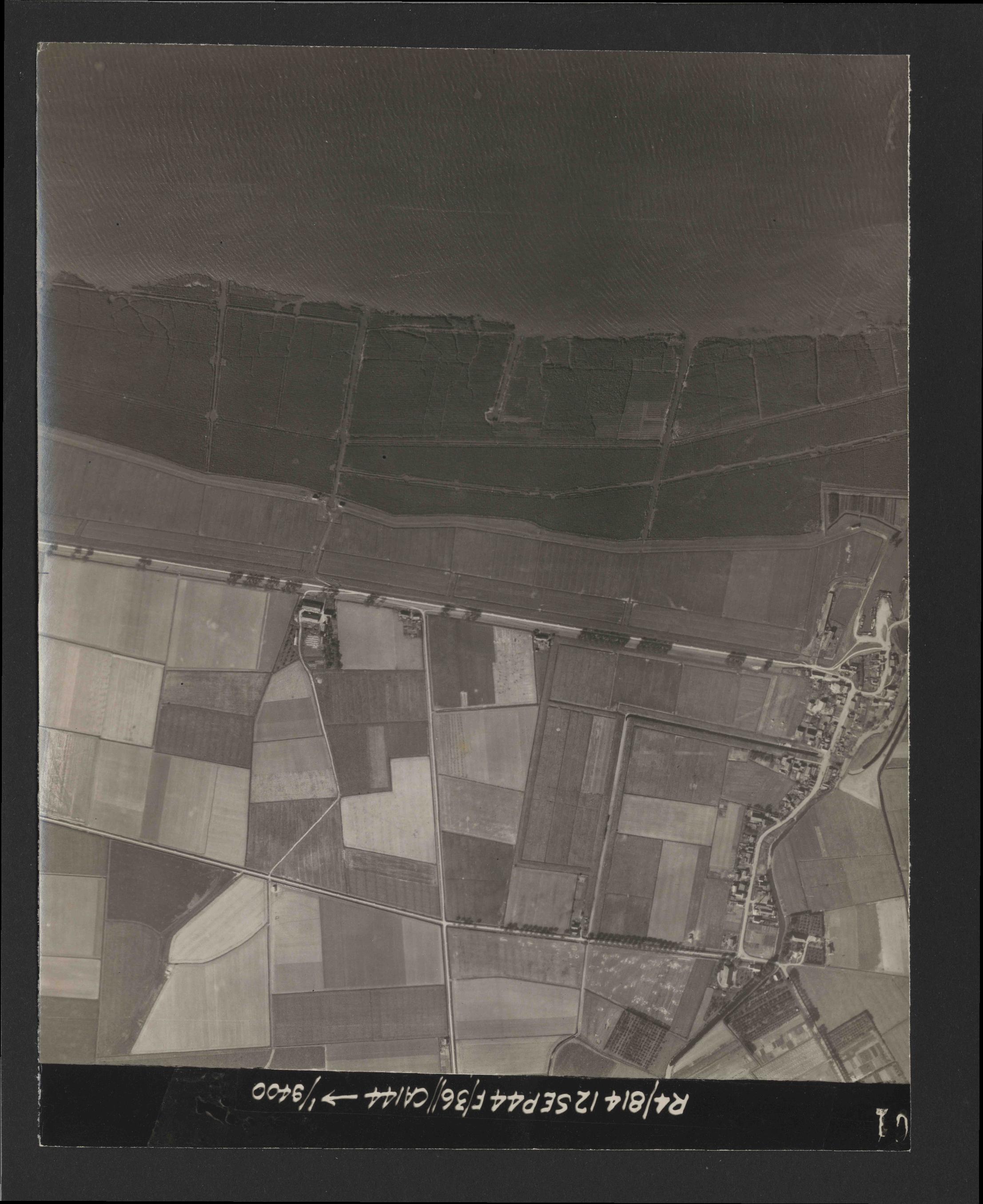 Collection RAF aerial photos 1940-1945 - flight 333, run 01, photo 3061
