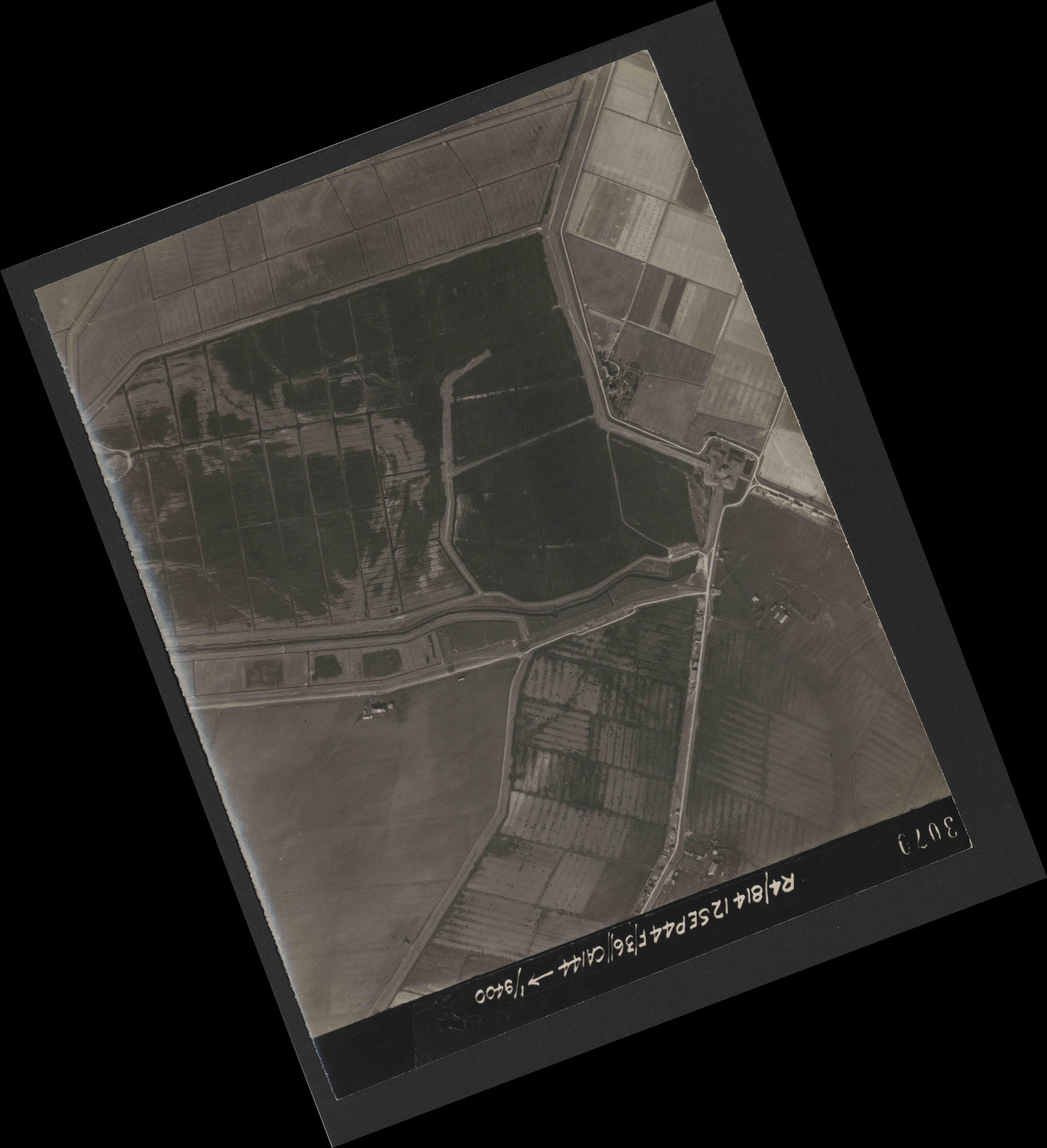 Collection RAF aerial photos 1940-1945 - flight 333, run 01, photo 3070