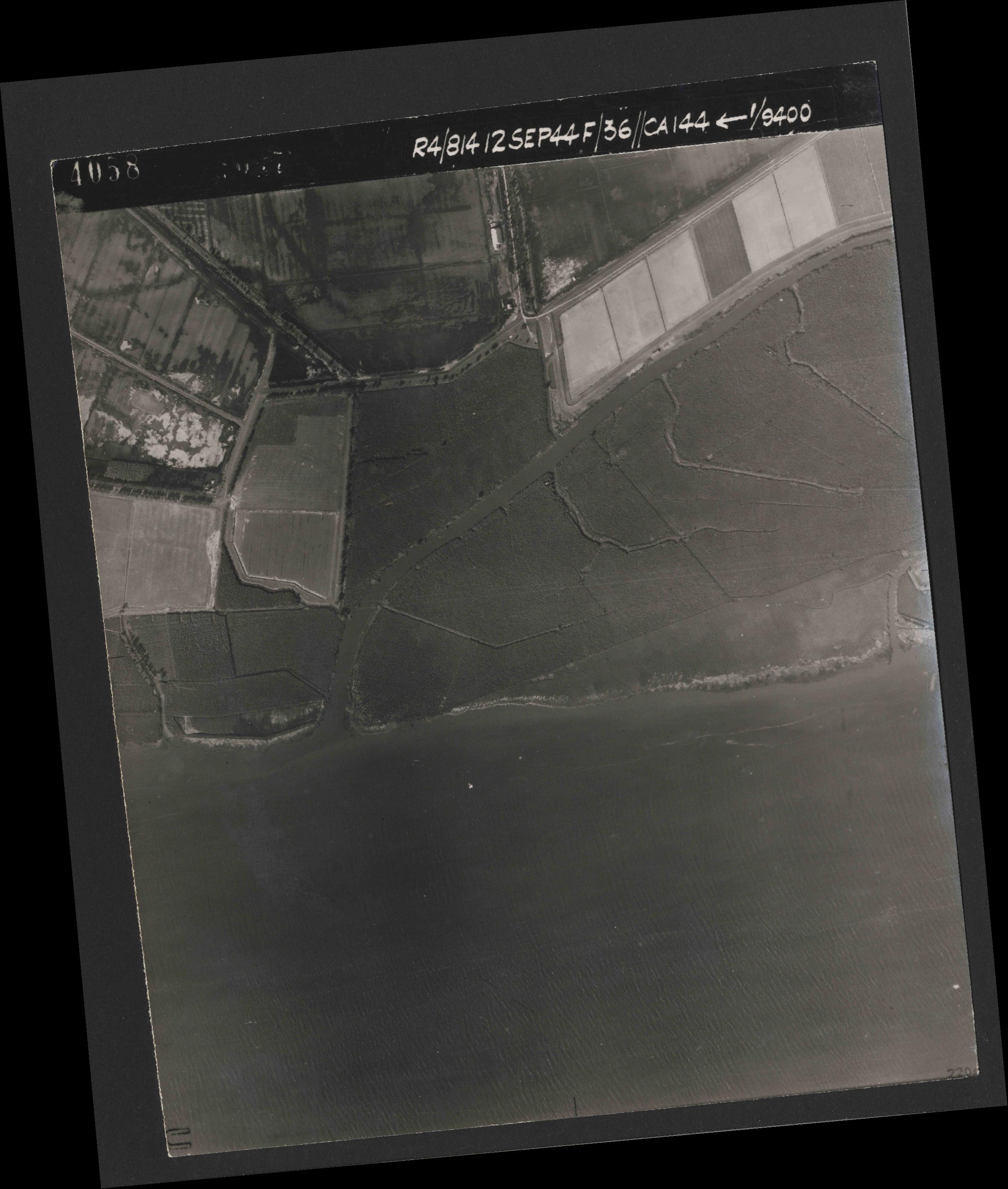 Collection RAF aerial photos 1940-1945 - flight 333, run 02, photo 4058