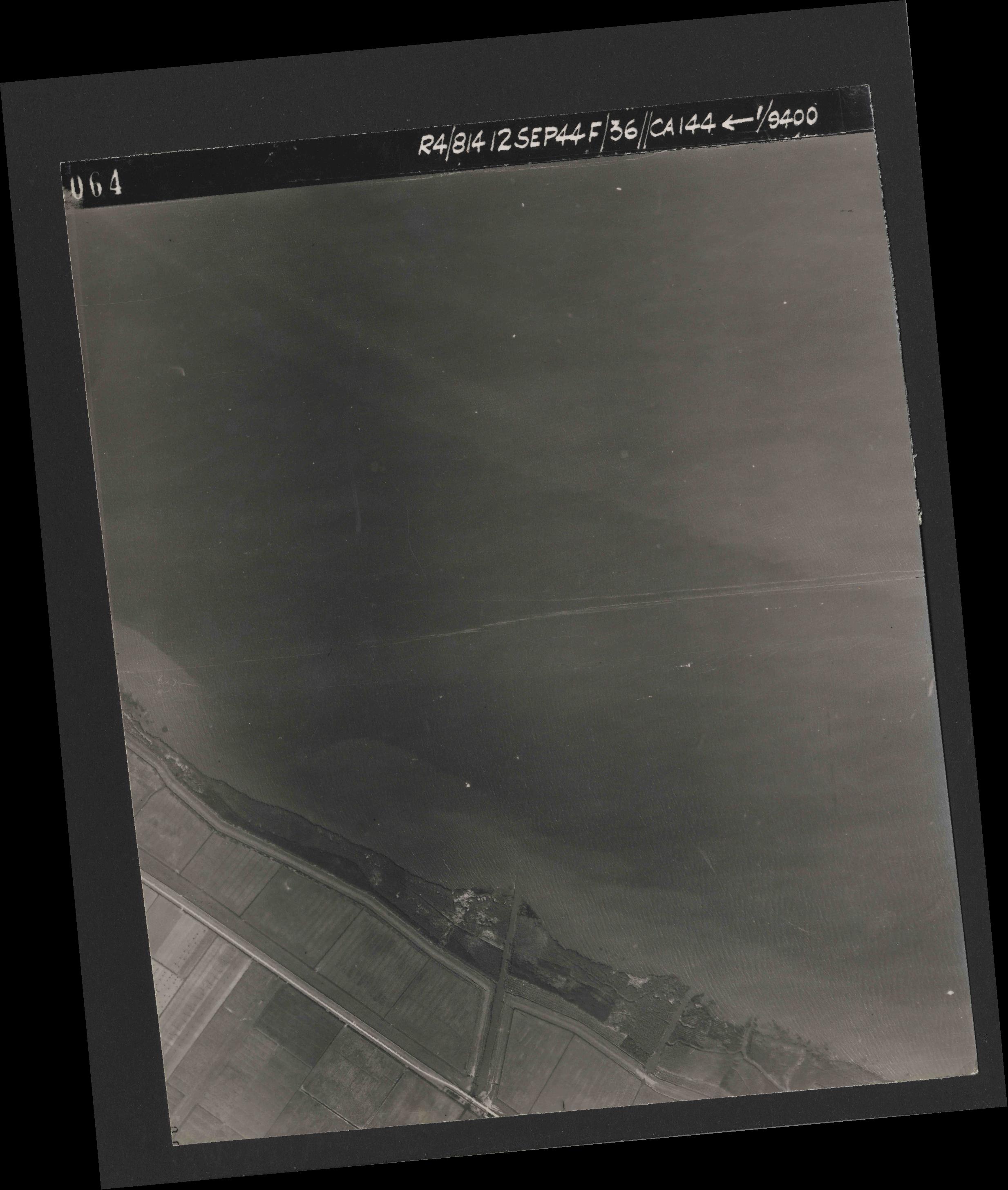 Collection RAF aerial photos 1940-1945 - flight 333, run 02, photo 4064