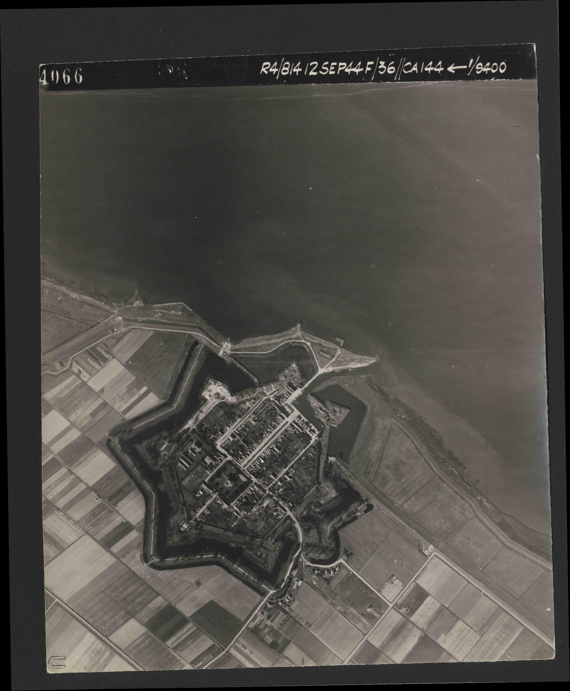 Collection RAF aerial photos 1940-1945 - flight 333, run 02, photo 4066