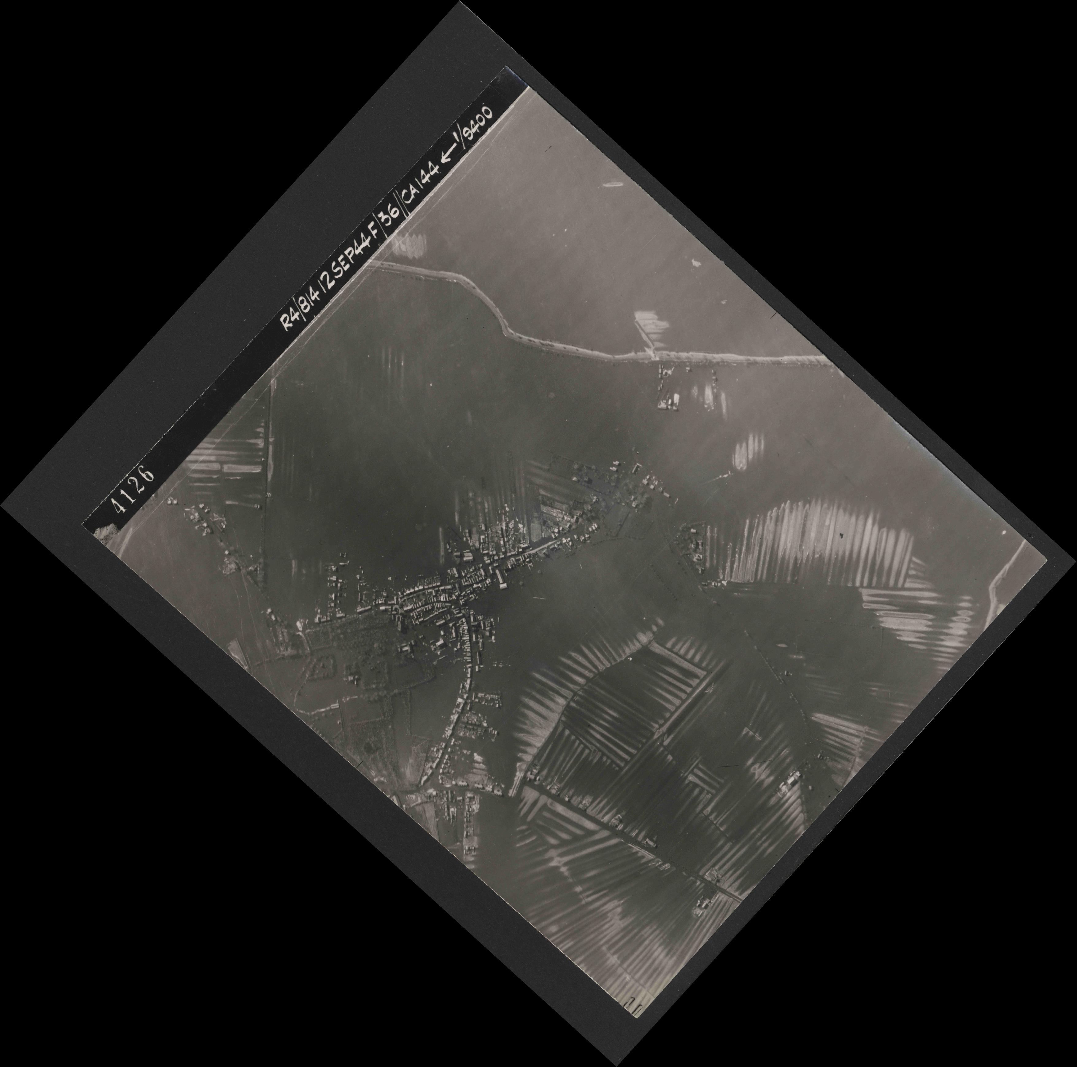 Collection RAF aerial photos 1940-1945 - flight 333, run 08, photo 4126