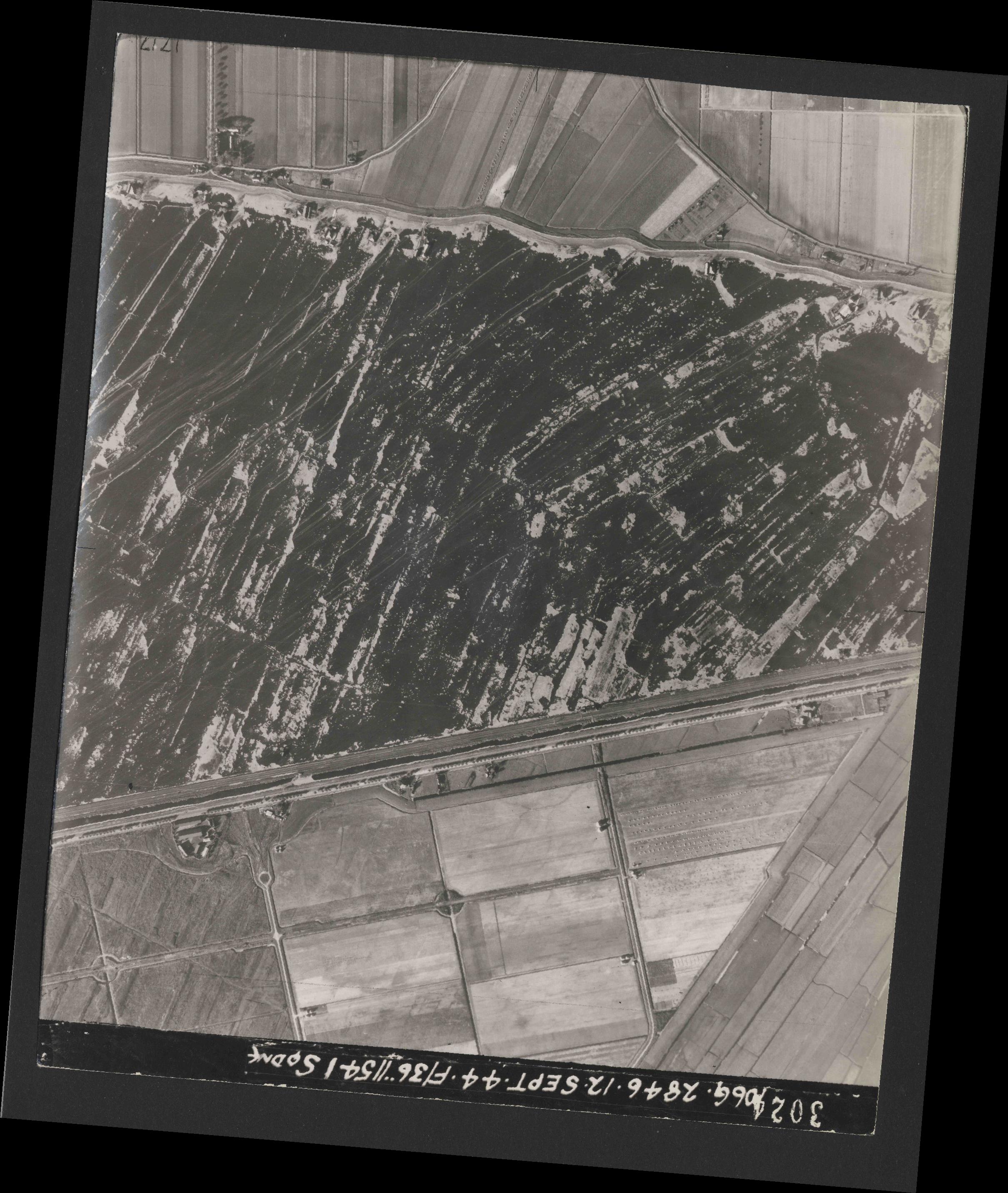 Collection RAF aerial photos 1940-1945 - flight 334, run 02, photo 3024