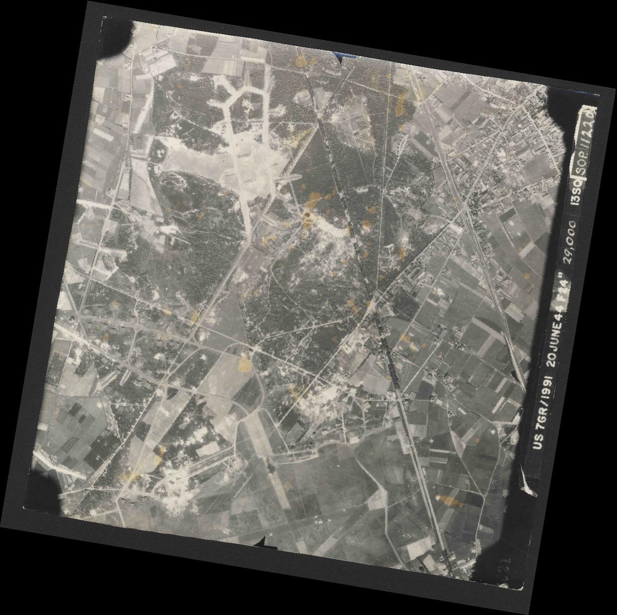 Collection RAF aerial photos 1940-1945 - flight 343, run 01, photo 3021
