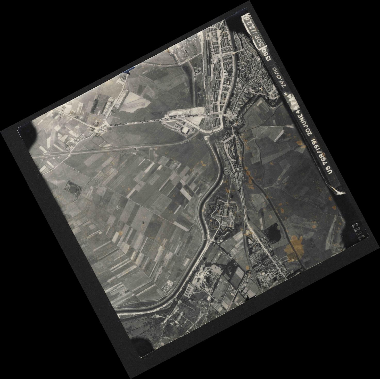 Collection RAF aerial photos 1940-1945 - flight 343, run 03, photo 3023