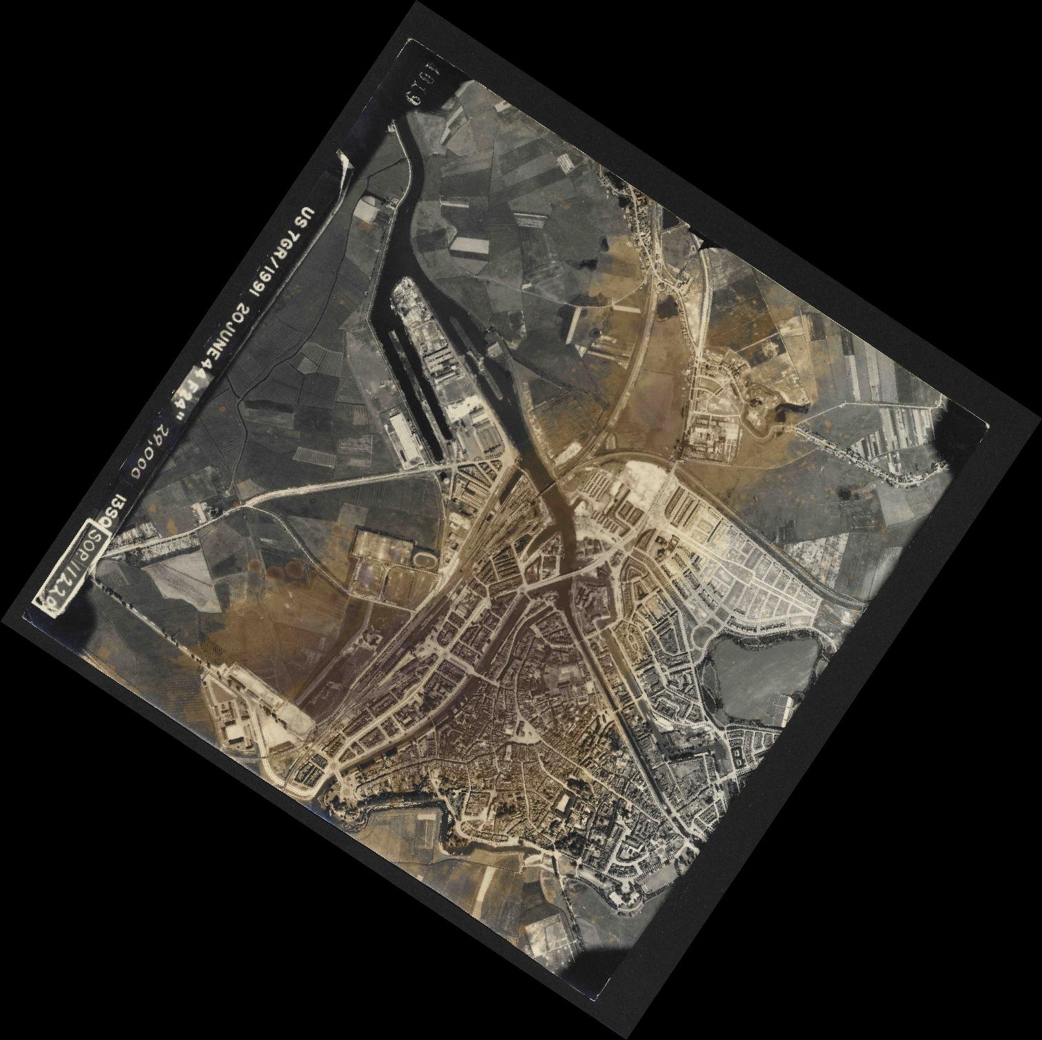 Collection RAF aerial photos 1940-1945 - flight 343, run 04, photo 4019