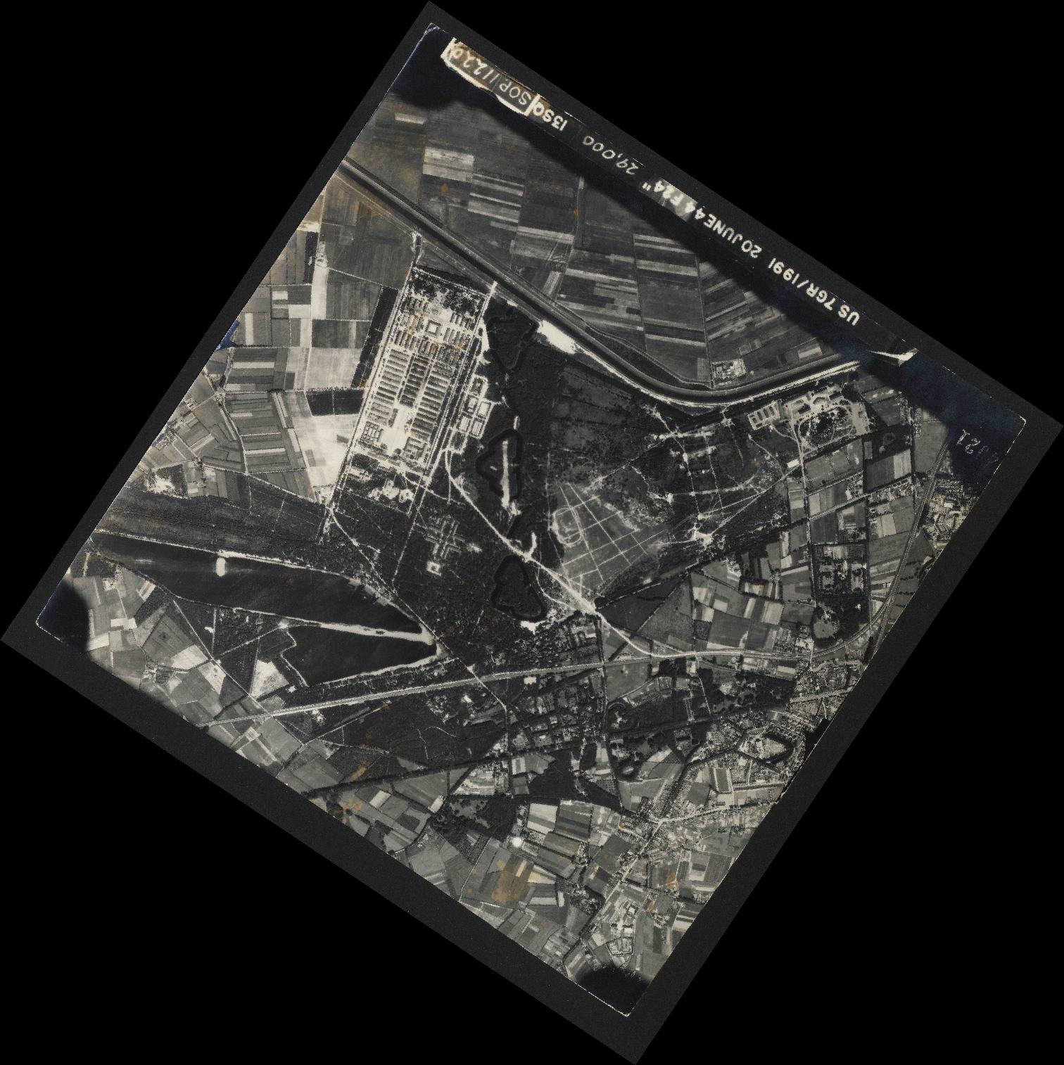 Collection RAF aerial photos 1940-1945 - flight 343, run 04, photo 4021