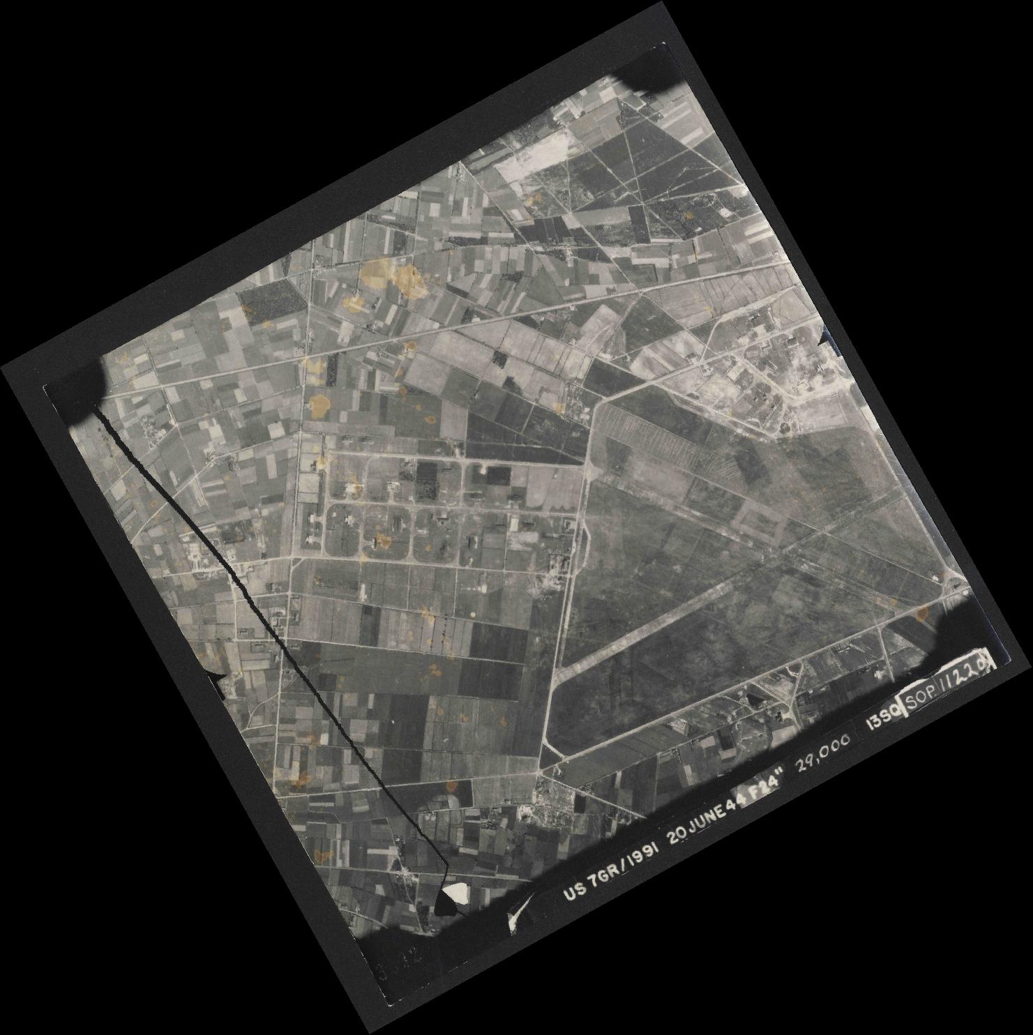 Collection RAF aerial photos 1940-1945 - flight 343, run 05, photo 3032
