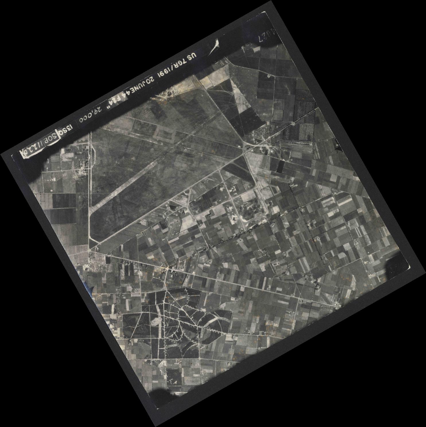 Collection RAF aerial photos 1940-1945 - flight 343, run 06, photo 4027