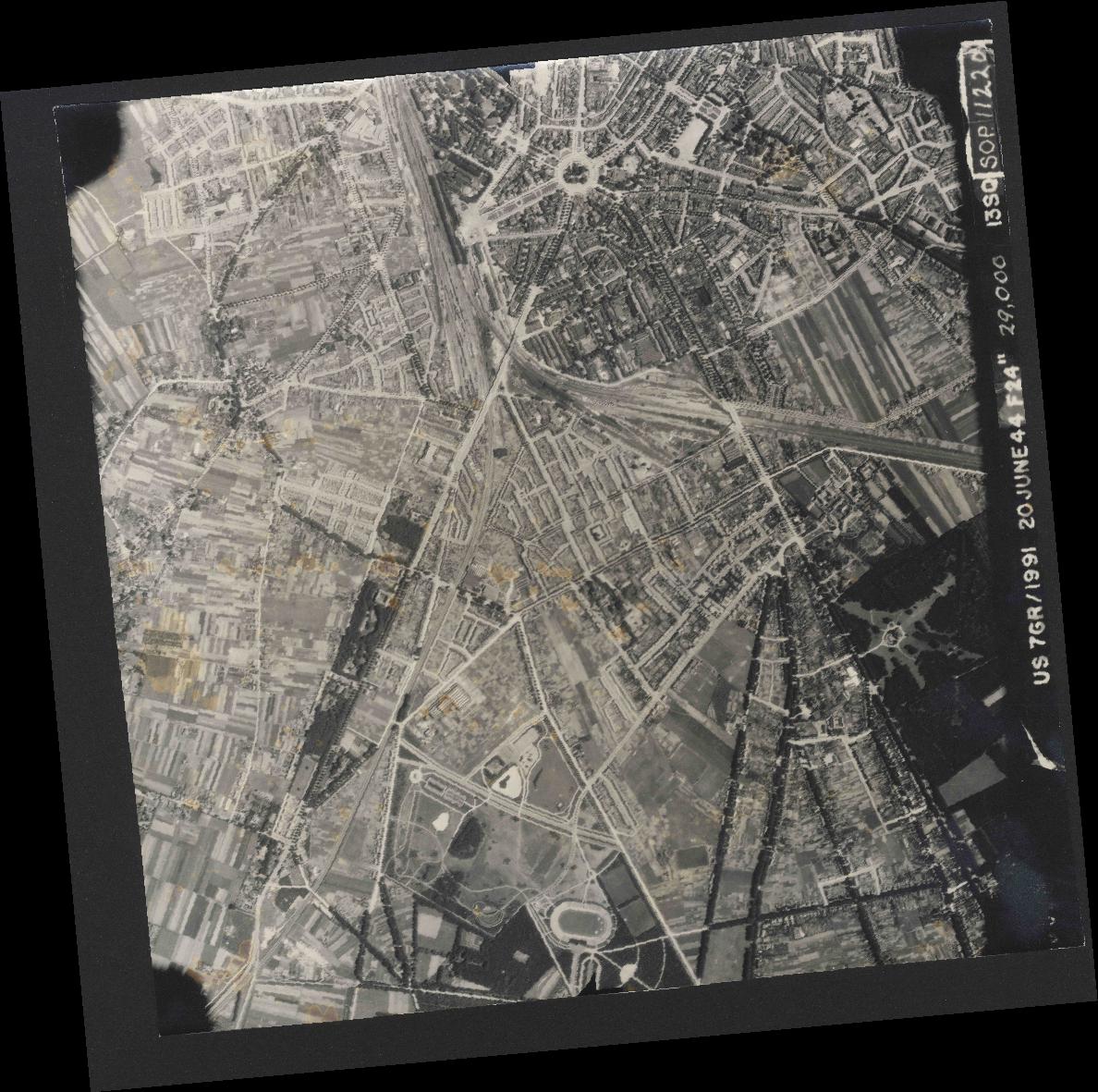 Collection RAF aerial photos 1940-1945 - flight 343, run 07, photo 3038