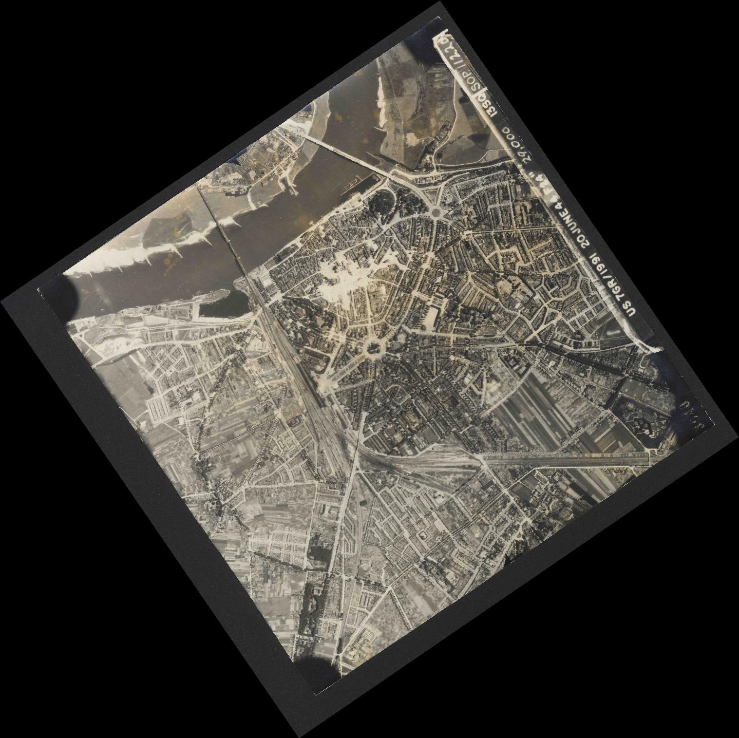 Collection RAF aerial photos 1940-1945 - flight 343, run 07, photo 3040