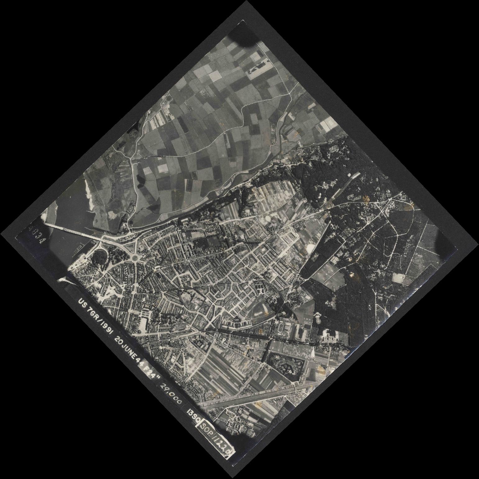 Collection RAF aerial photos 1940-1945 - flight 343, run 08, photo 4034
