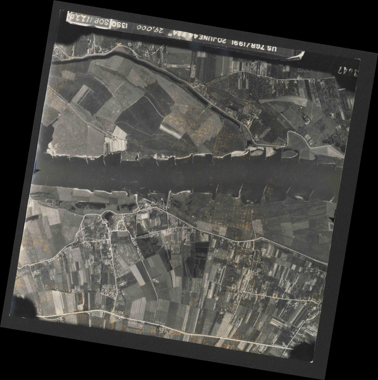 Collection RAF aerial photos 1940-1945 - flight 343, run 09, photo 3047