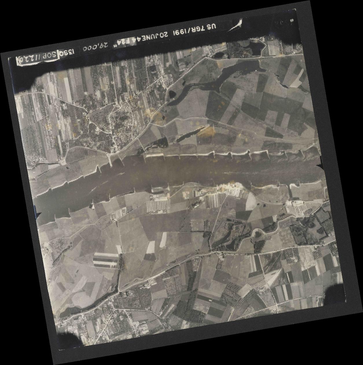 Collection RAF aerial photos 1940-1945 - flight 343, run 09, photo 3052