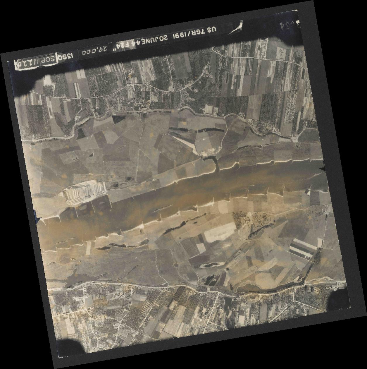 Collection RAF aerial photos 1940-1945 - flight 343, run 09, photo 3054