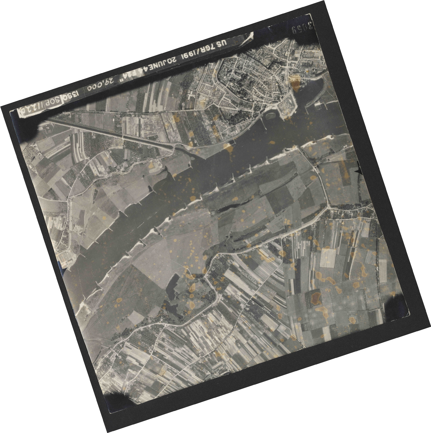 Collection RAF aerial photos 1940-1945 - flight 343, run 09, photo 3059