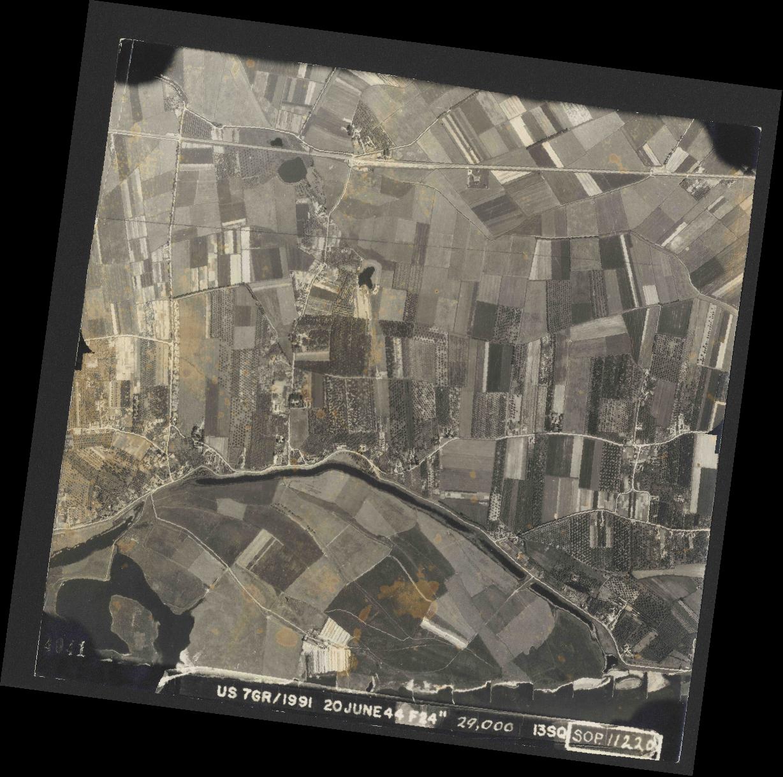 Collection RAF aerial photos 1940-1945 - flight 343, run 10, photo 4041