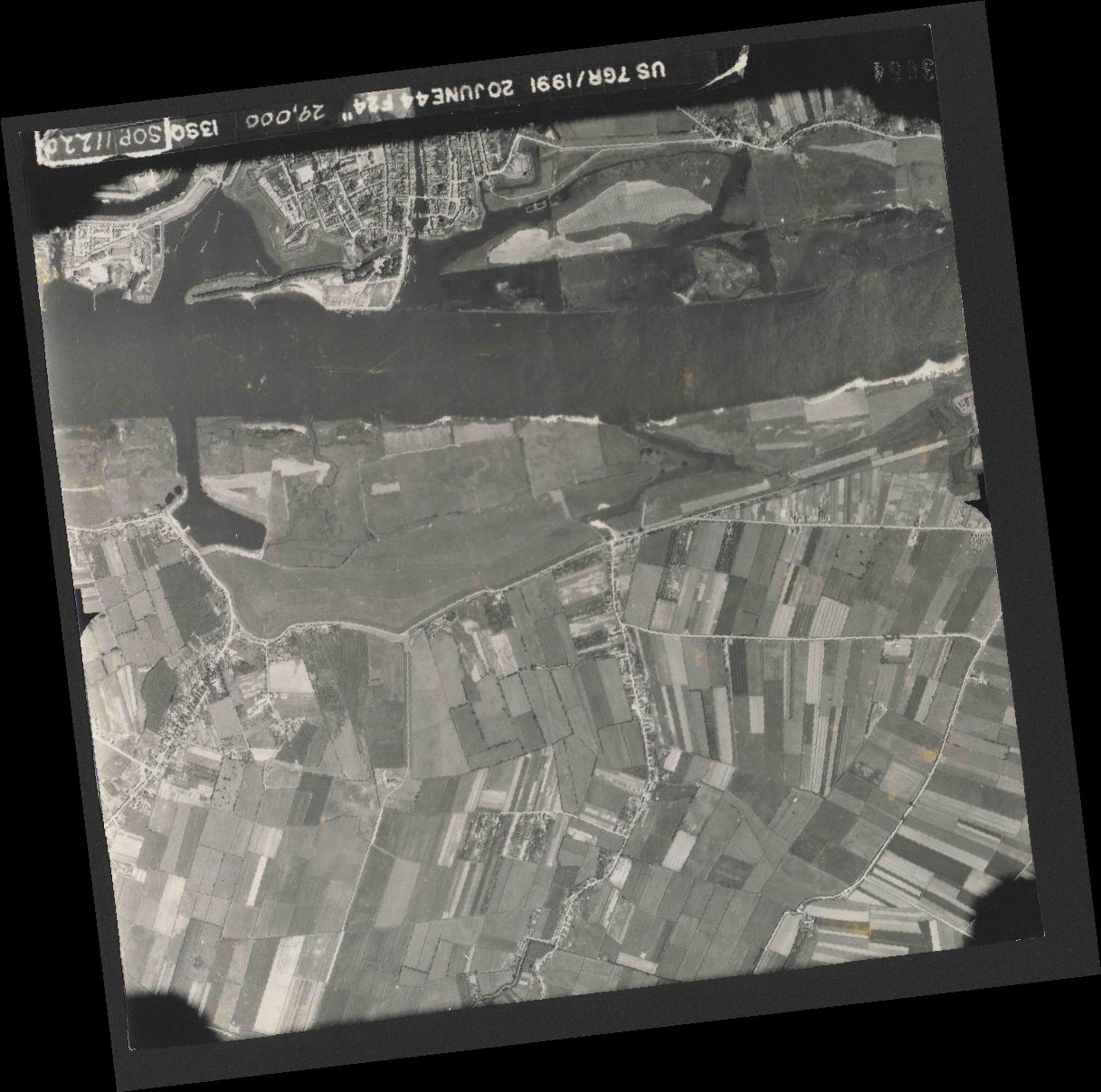 Collection RAF aerial photos 1940-1945 - flight 343, run 13, photo 3064