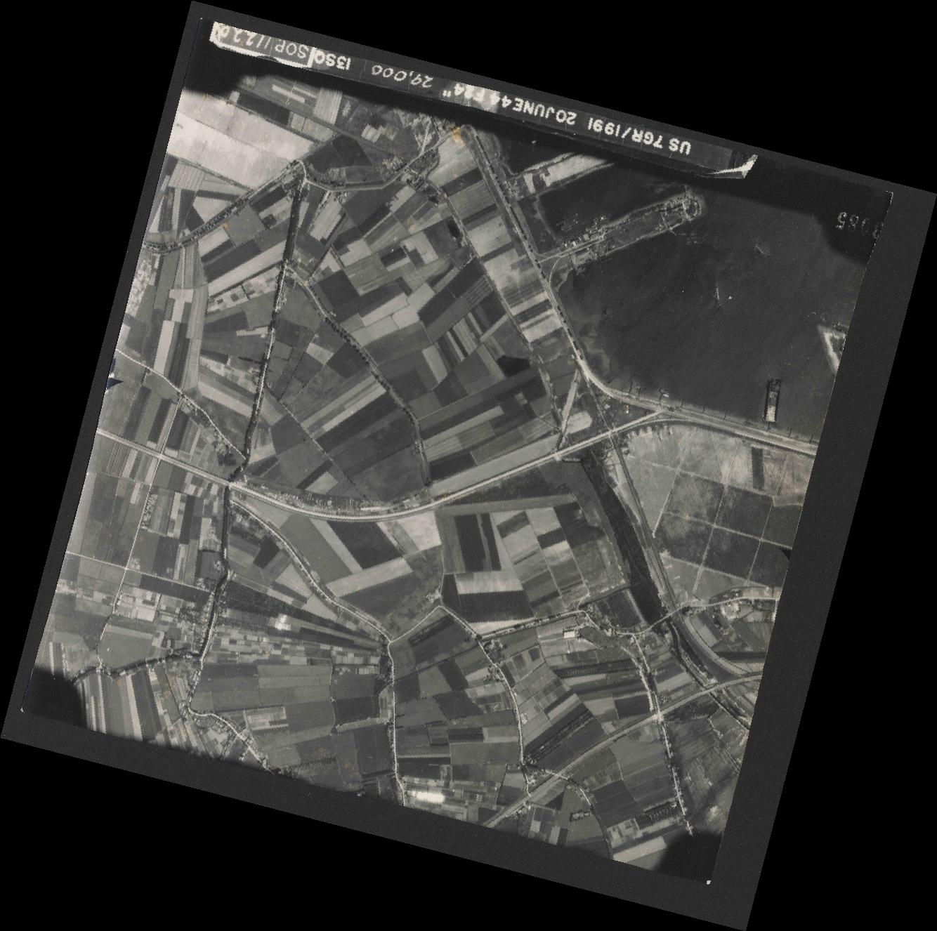 Collection RAF aerial photos 1940-1945 - flight 343, run 13, photo 3085