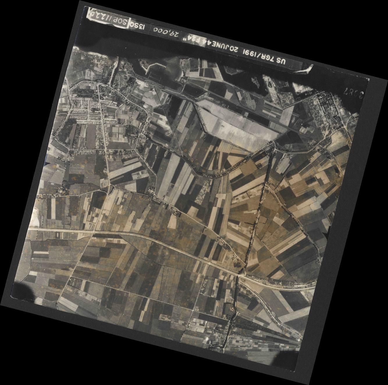 Collection RAF aerial photos 1940-1945 - flight 343, run 13, photo 3087