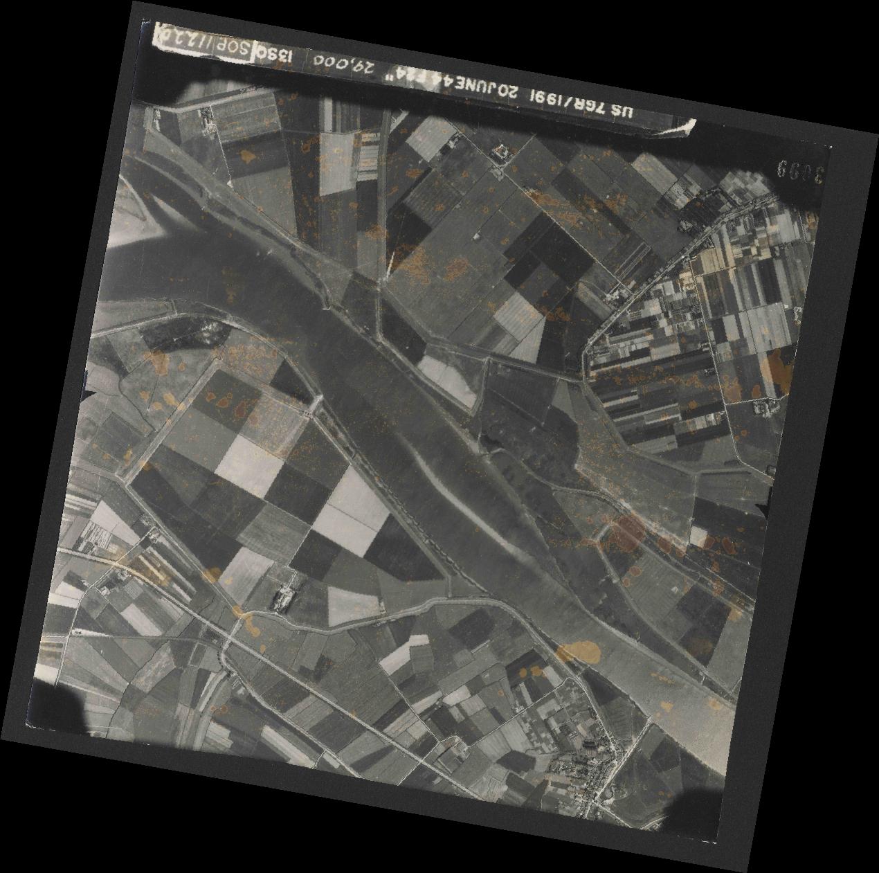 Collection RAF aerial photos 1940-1945 - flight 343, run 13, photo 3099