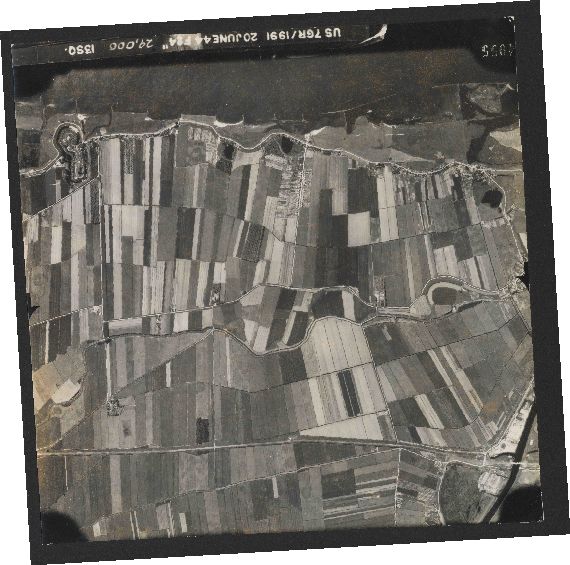 Collection RAF aerial photos 1940-1945 - flight 343, run 14, photo 4055