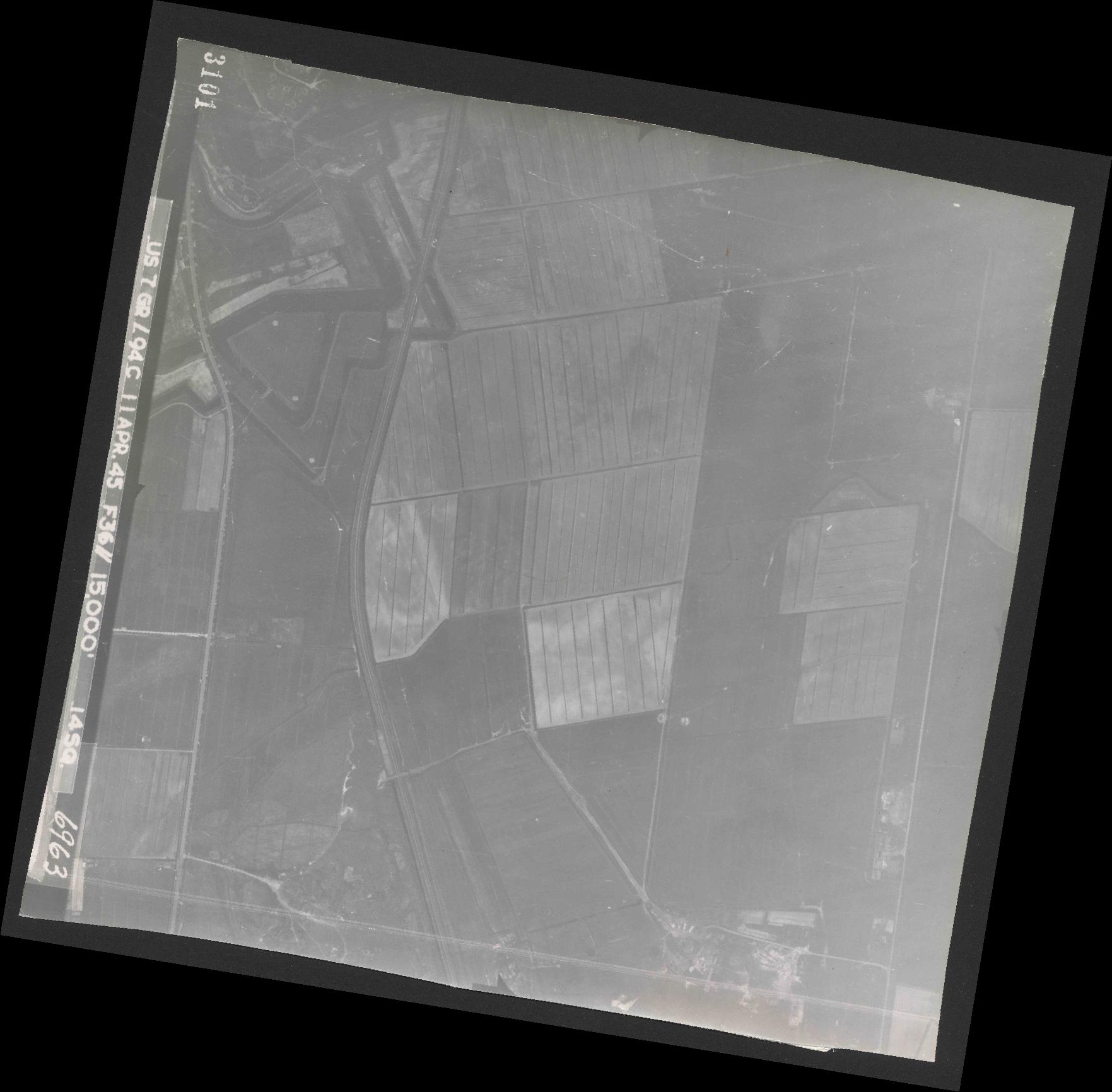 Collection RAF aerial photos 1940-1945 - flight 345, run 01, photo 3101