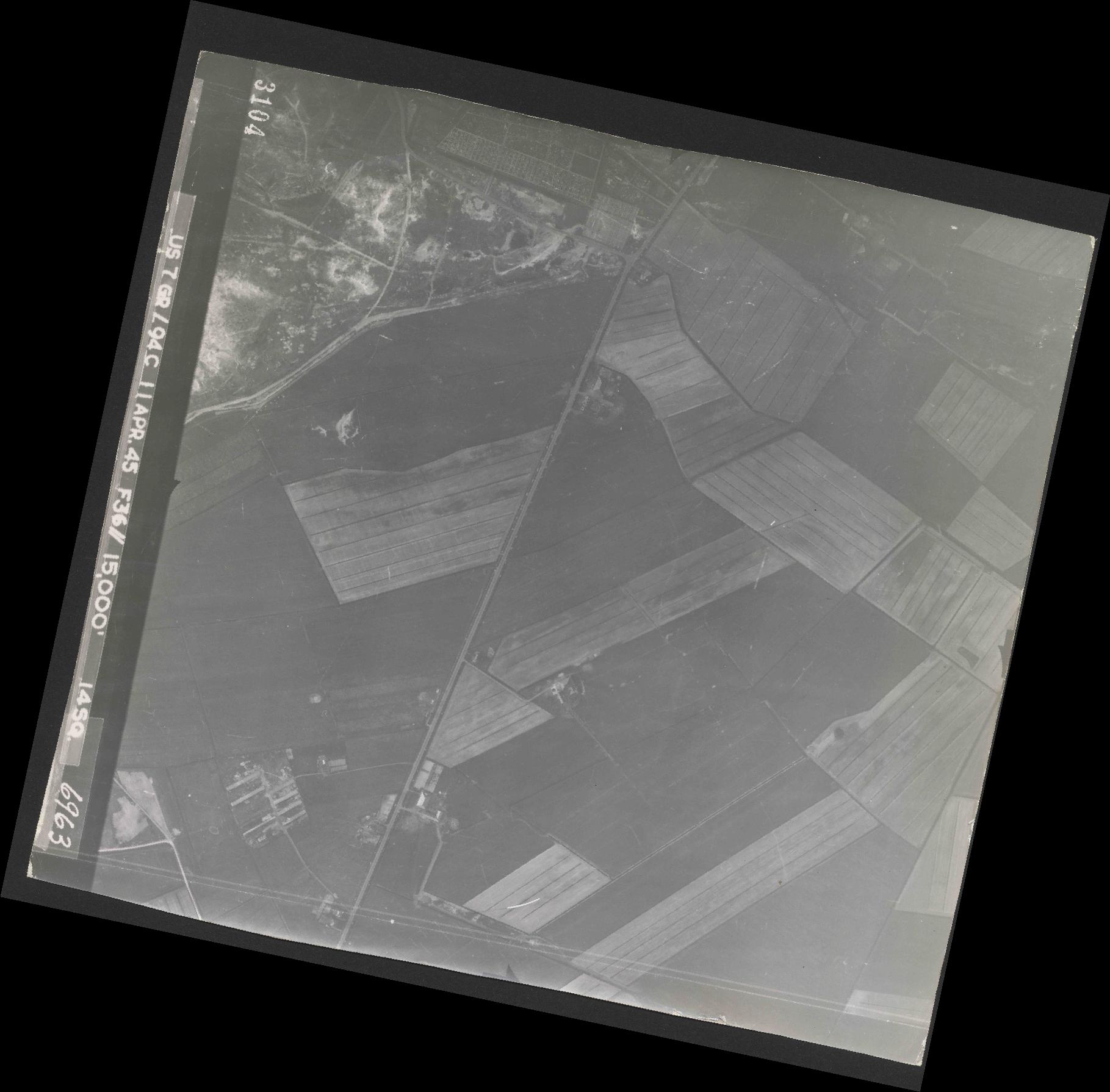 Collection RAF aerial photos 1940-1945 - flight 345, run 01, photo 3104