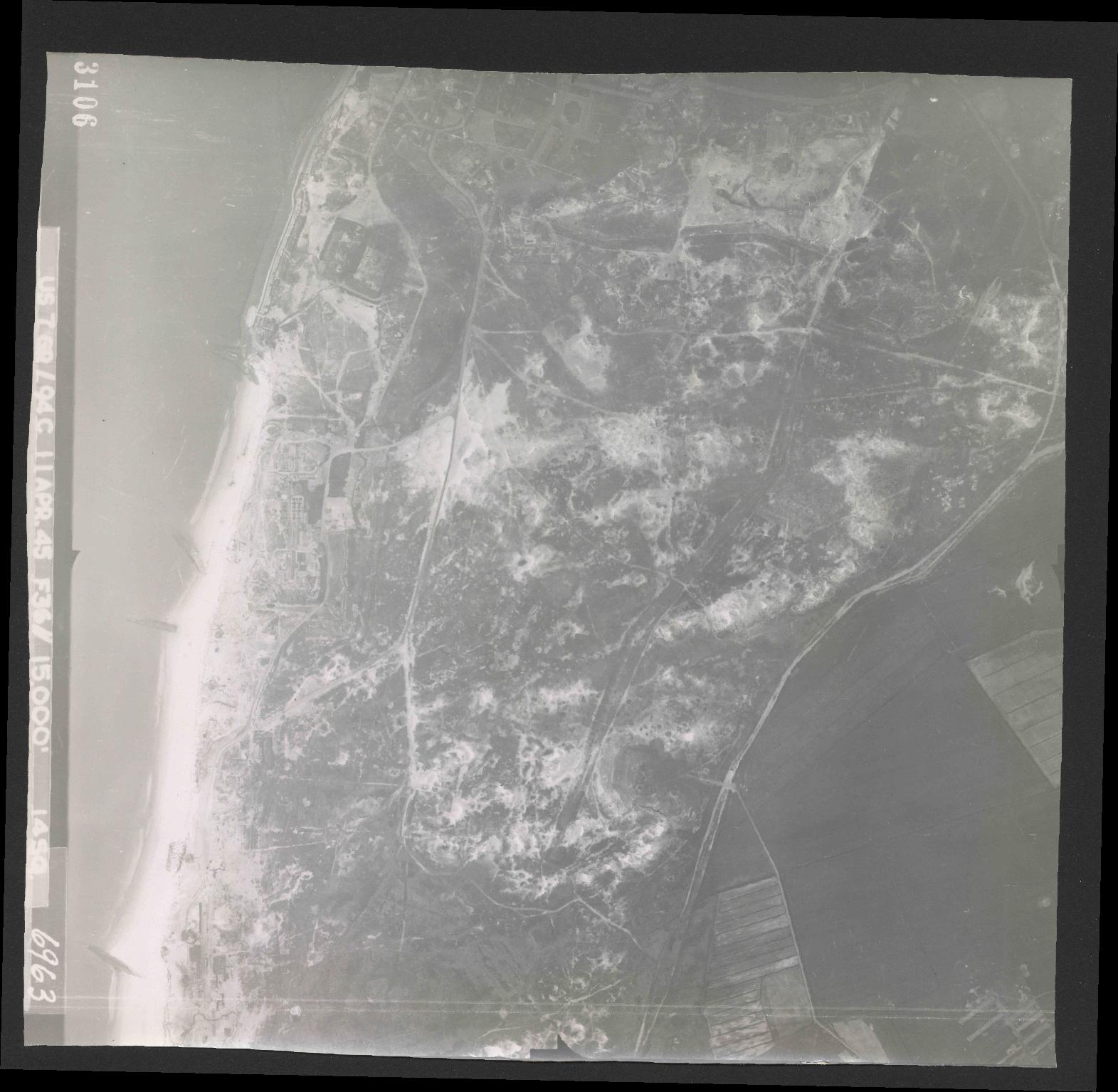 Collection RAF aerial photos 1940-1945 - flight 345, run 01, photo 3106