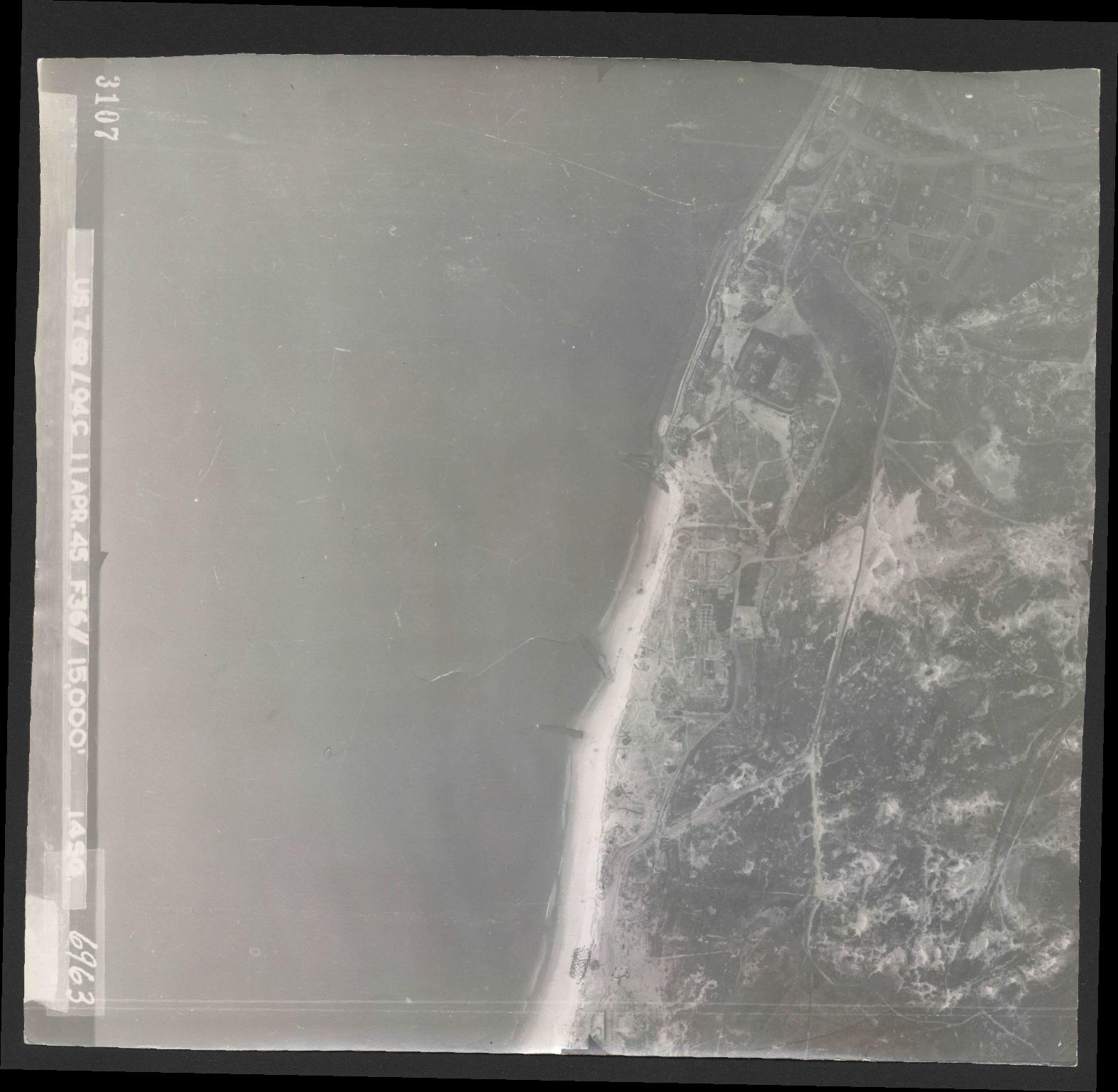 Collection RAF aerial photos 1940-1945 - flight 345, run 01, photo 3107
