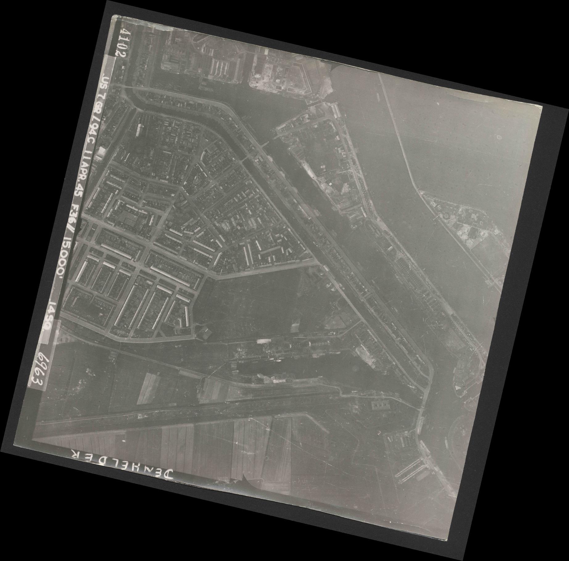Collection RAF aerial photos 1940-1945 - flight 345, run 02, photo 4102
