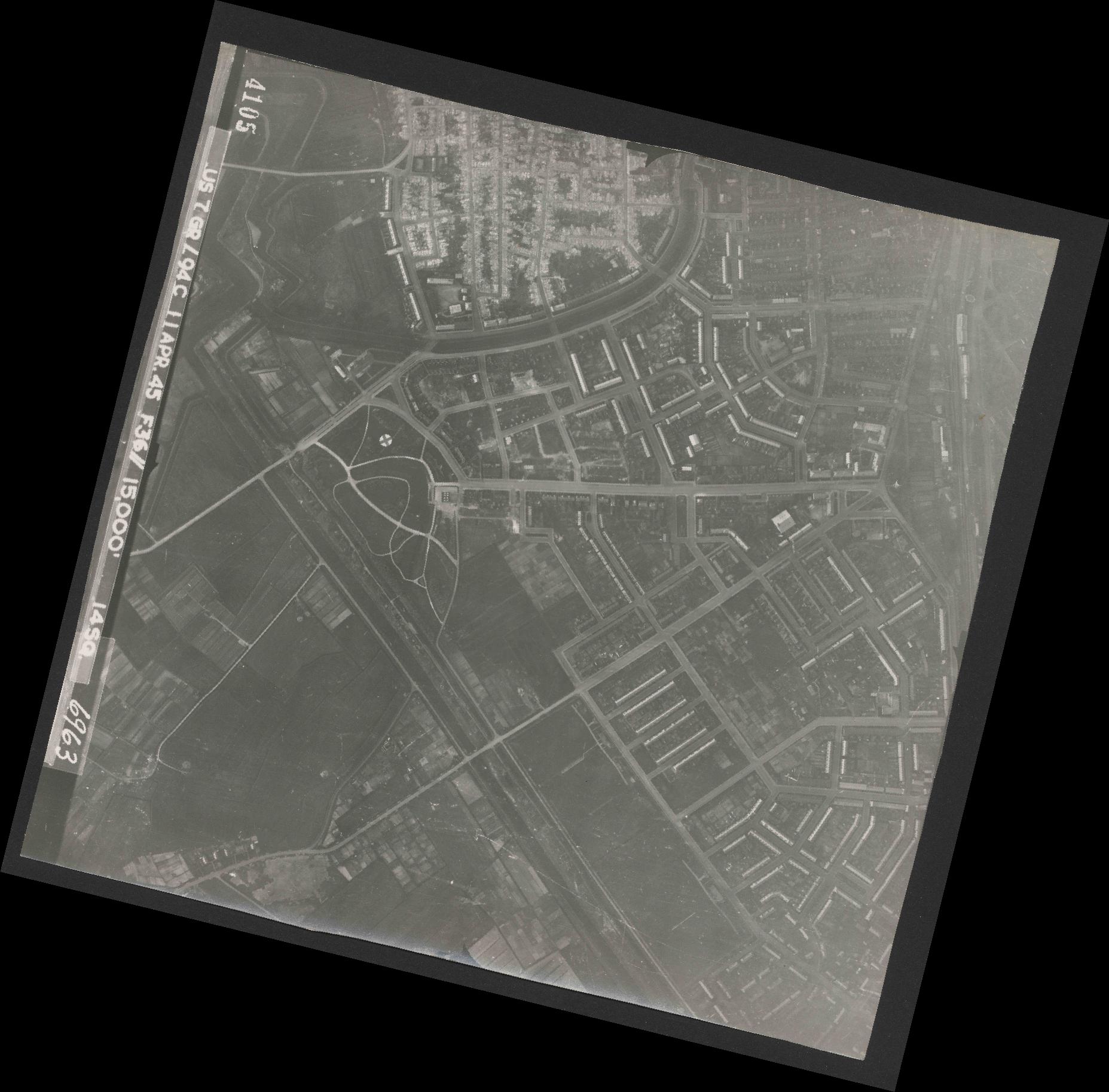Collection RAF aerial photos 1940-1945 - flight 345, run 02, photo 4105