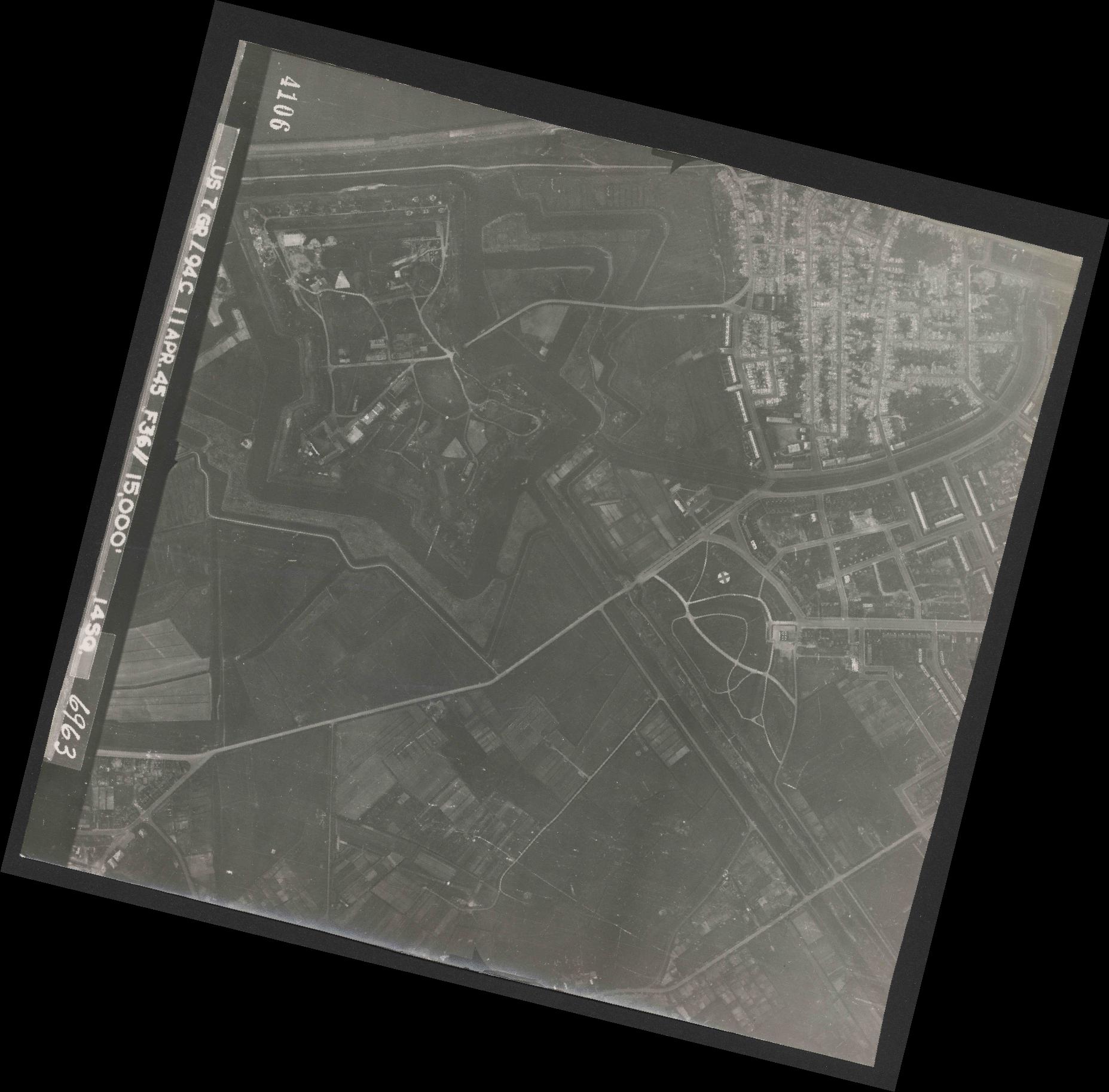 Collection RAF aerial photos 1940-1945 - flight 345, run 02, photo 4106