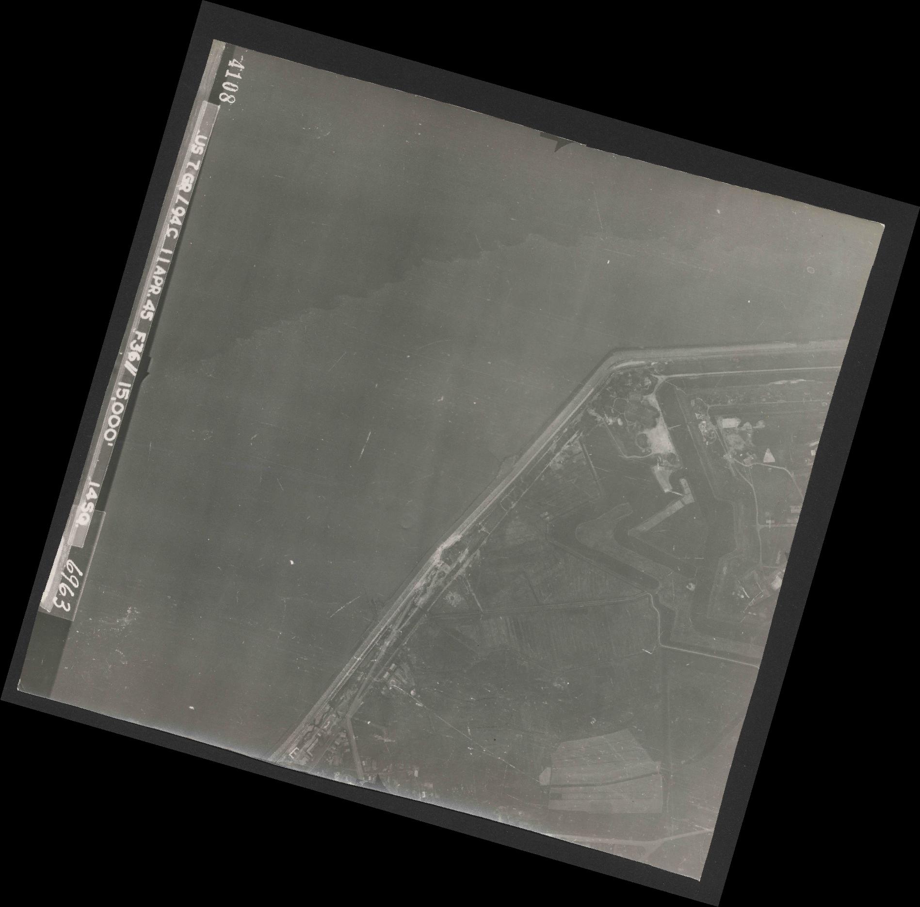 Collection RAF aerial photos 1940-1945 - flight 345, run 02, photo 4108