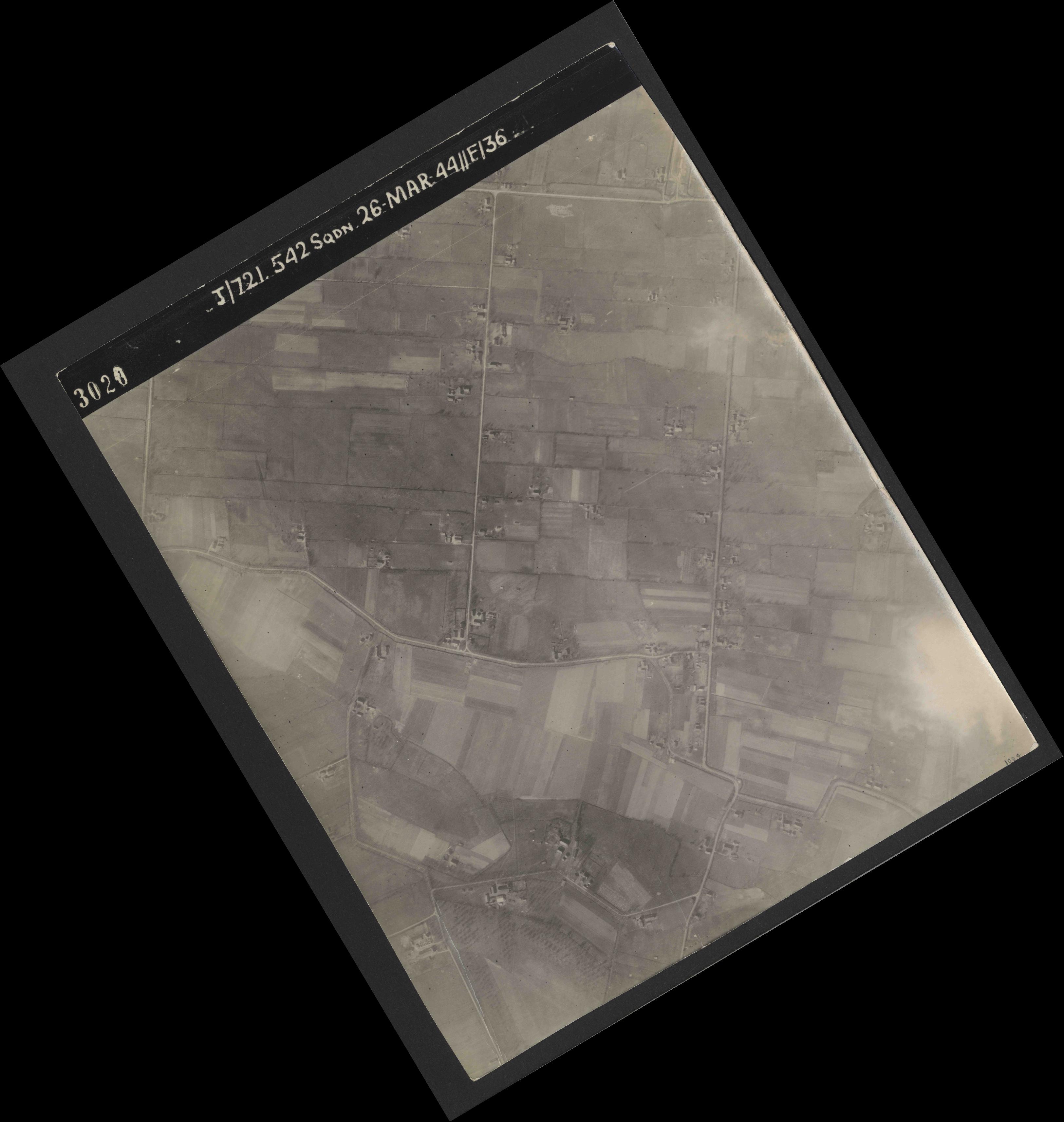 Collection RAF aerial photos 1940-1945 - flight 349, run 01, photo 3020