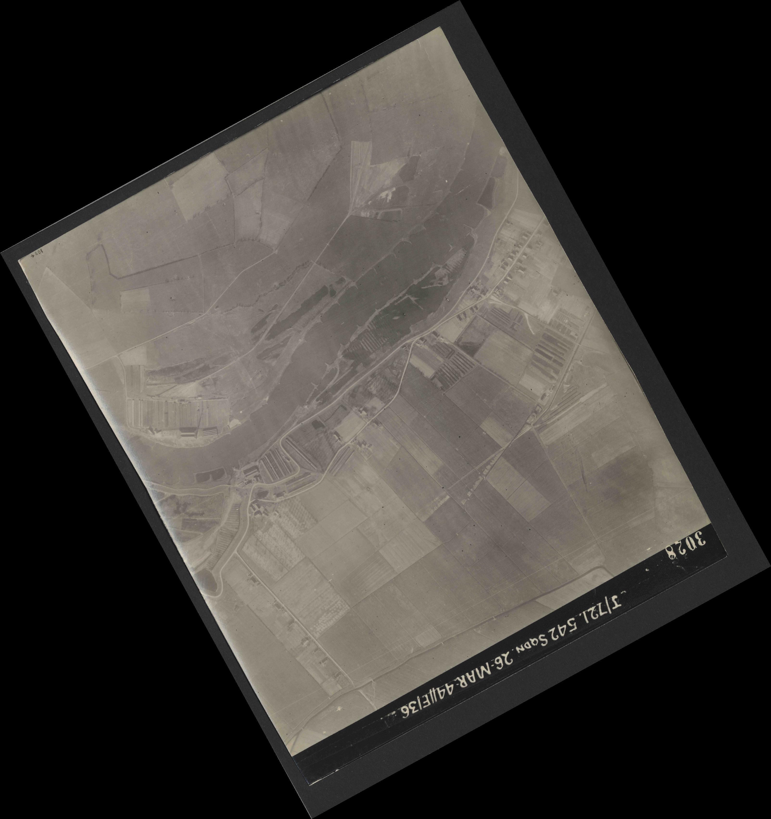 Collection RAF aerial photos 1940-1945 - flight 349, run 03, photo 3028