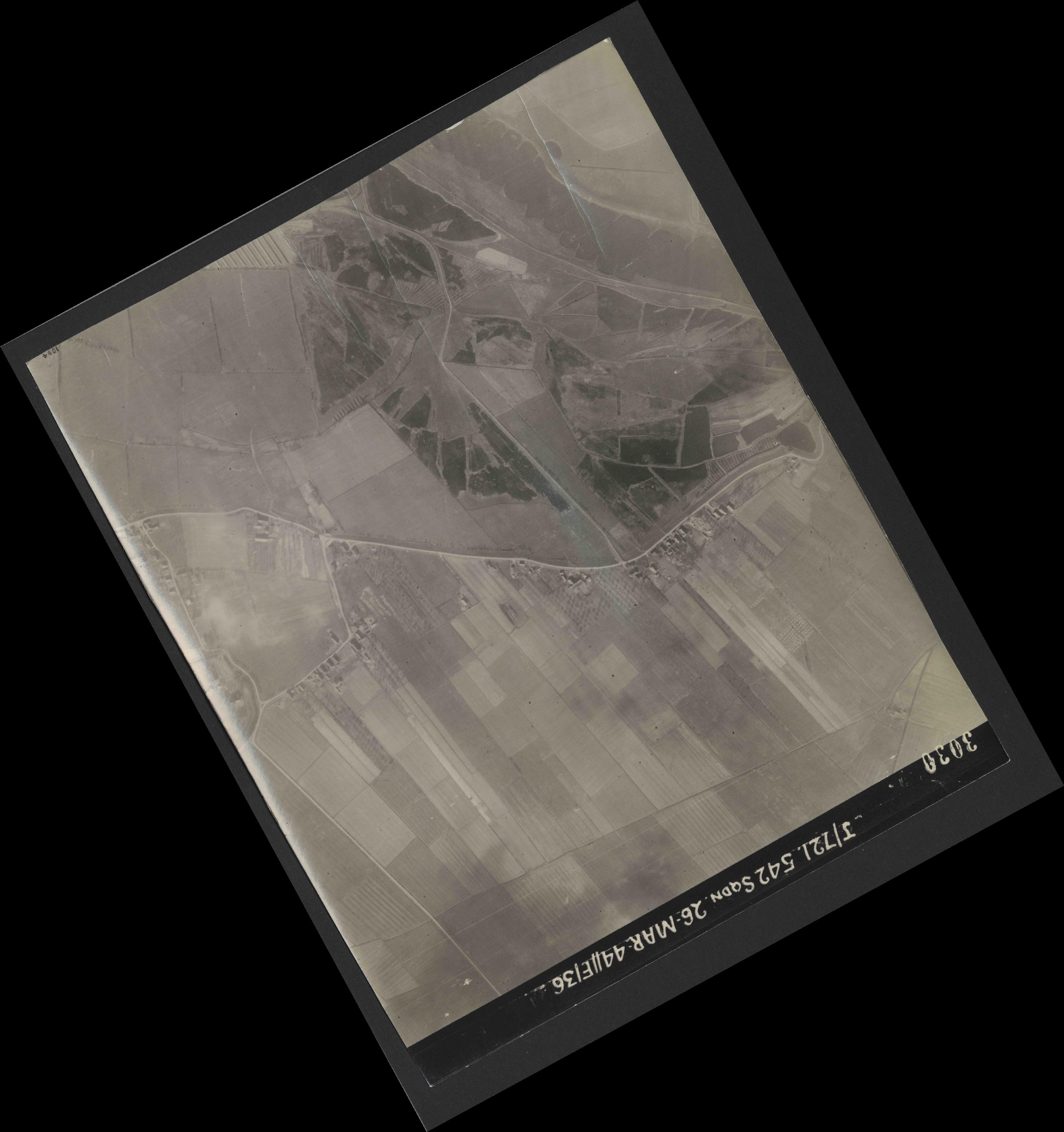 Collection RAF aerial photos 1940-1945 - flight 349, run 03, photo 3030