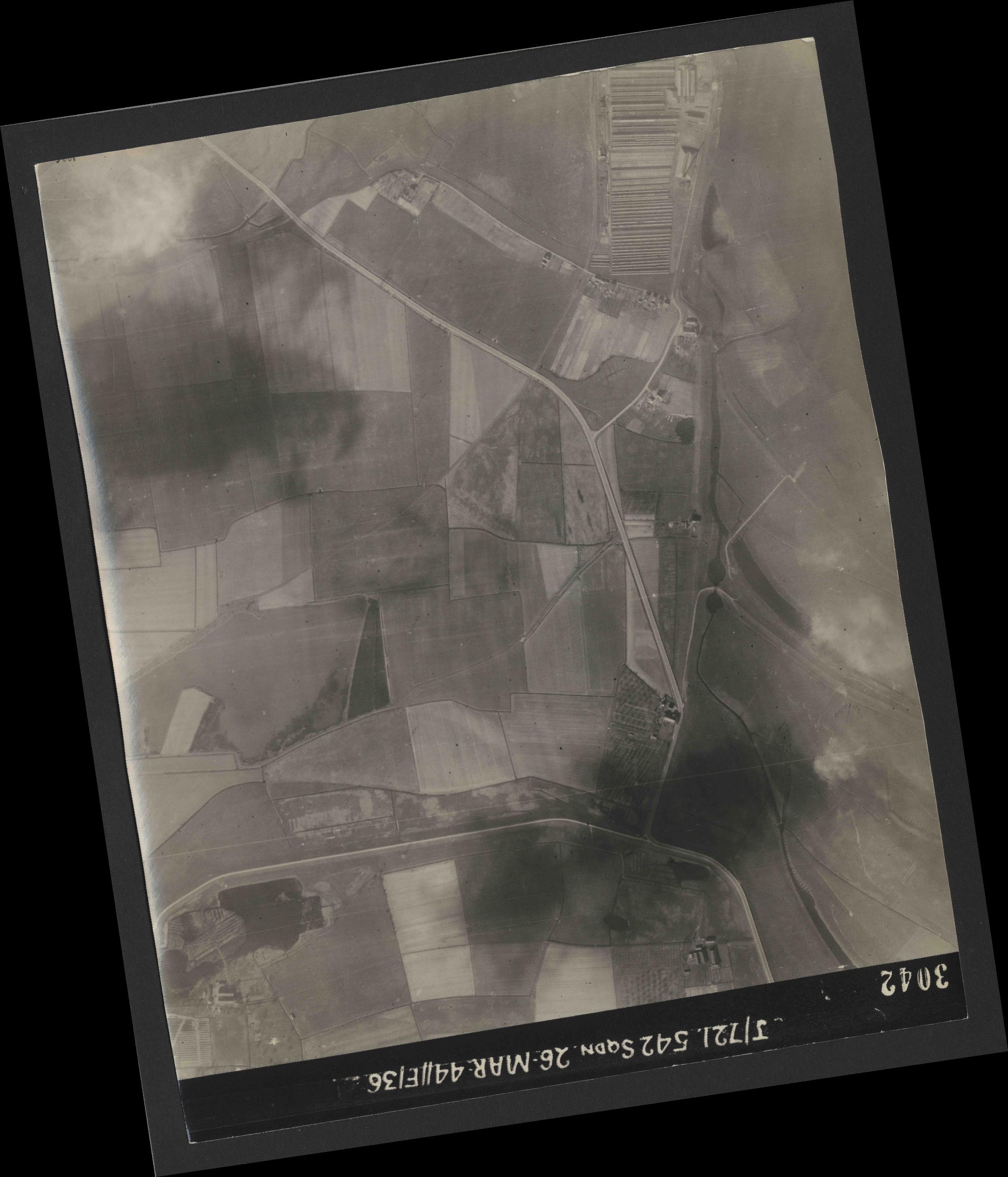 Collection RAF aerial photos 1940-1945 - flight 349, run 03, photo 3042