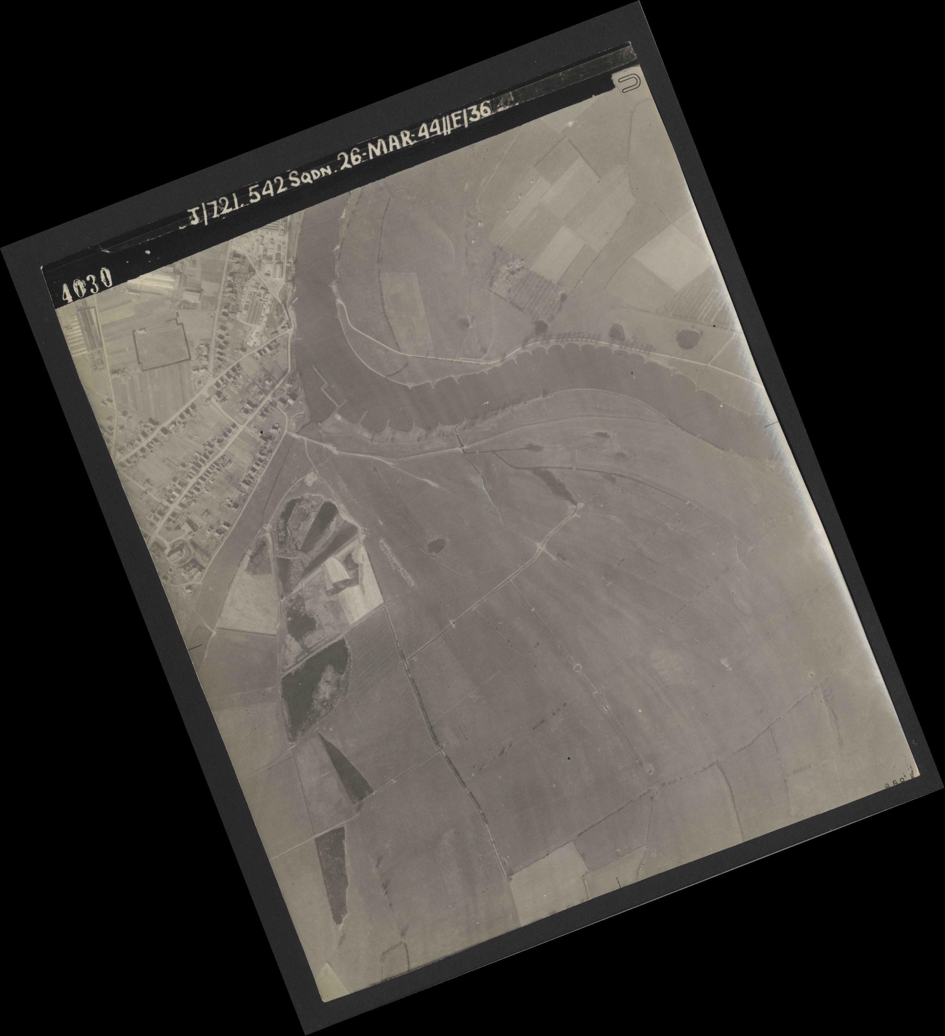Collection RAF aerial photos 1940-1945 - flight 349, run 04, photo 4030