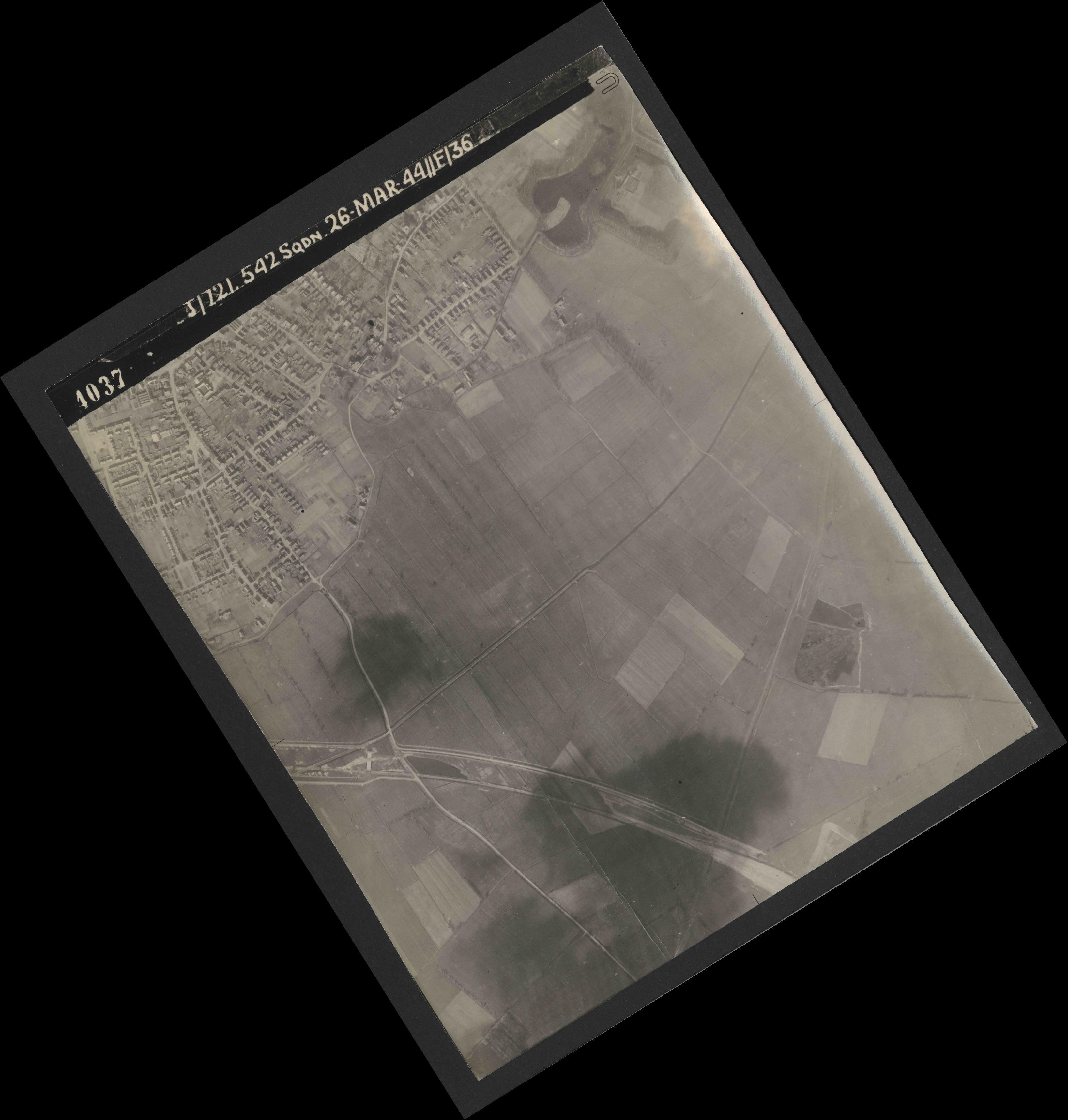 Collection RAF aerial photos 1940-1945 - flight 349, run 04, photo 4037