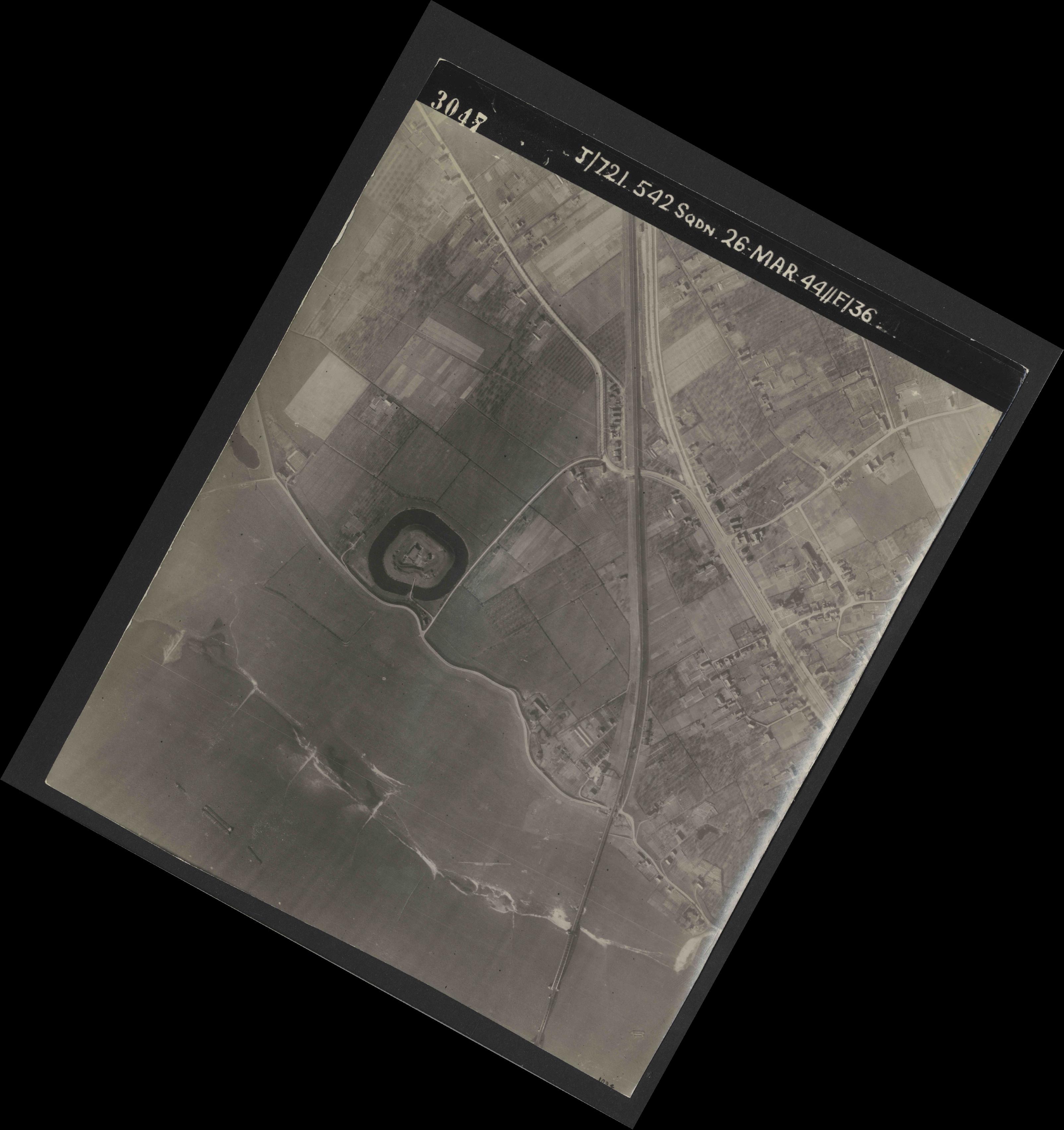 Collection RAF aerial photos 1940-1945 - flight 349, run 05, photo 3047