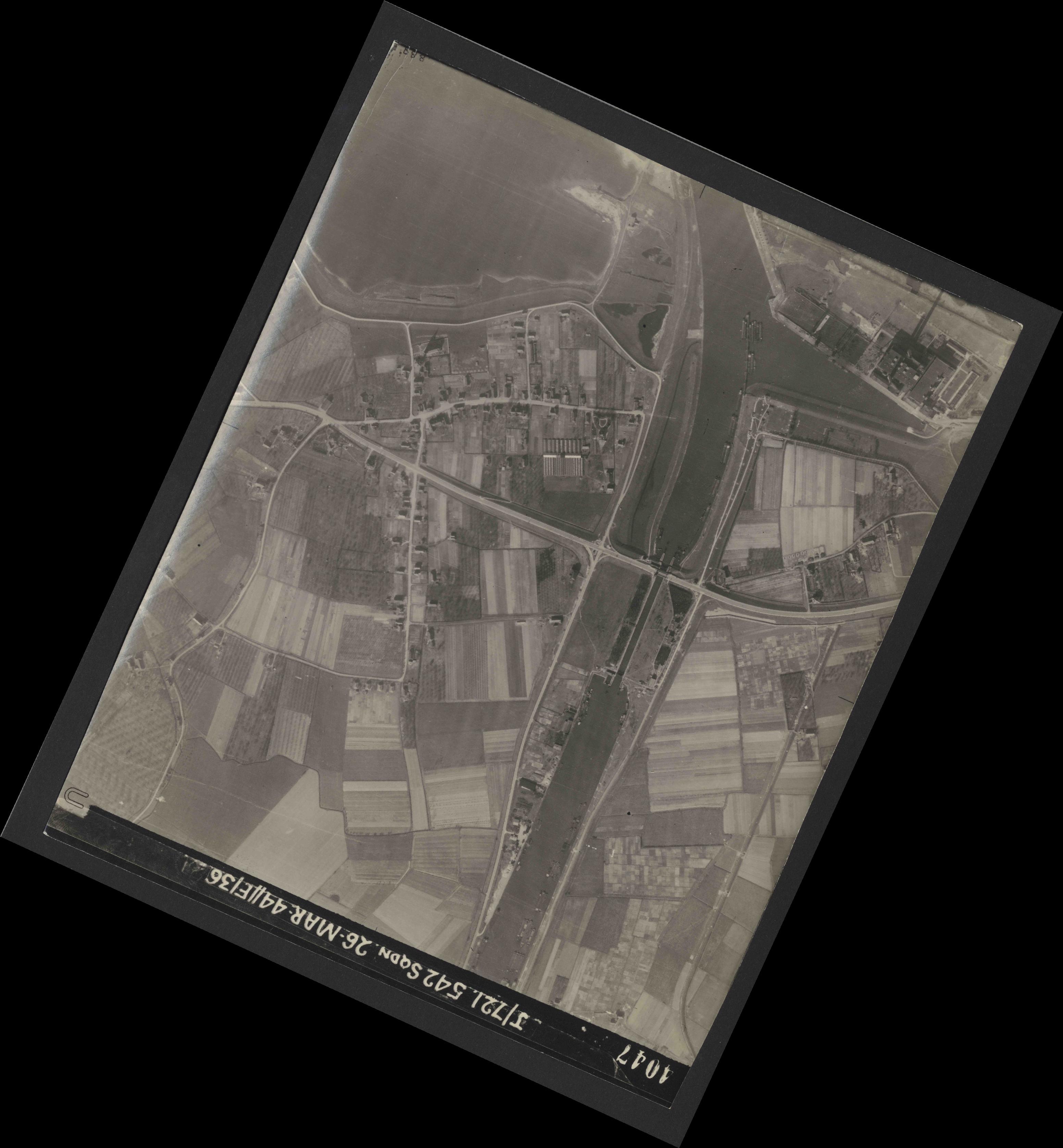 Collection RAF aerial photos 1940-1945 - flight 349, run 06, photo 4047